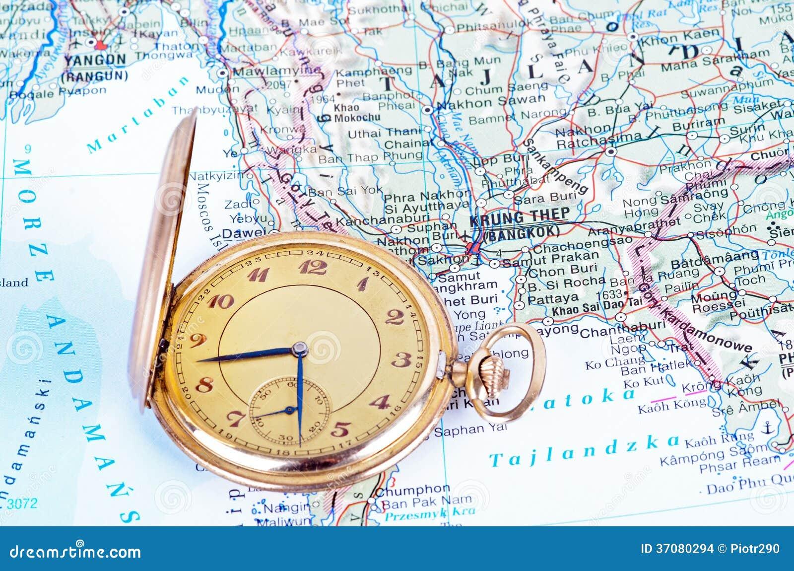 Download Stary zegarek na mapie zdjęcie stock. Obraz złożonej z złoto - 37080294