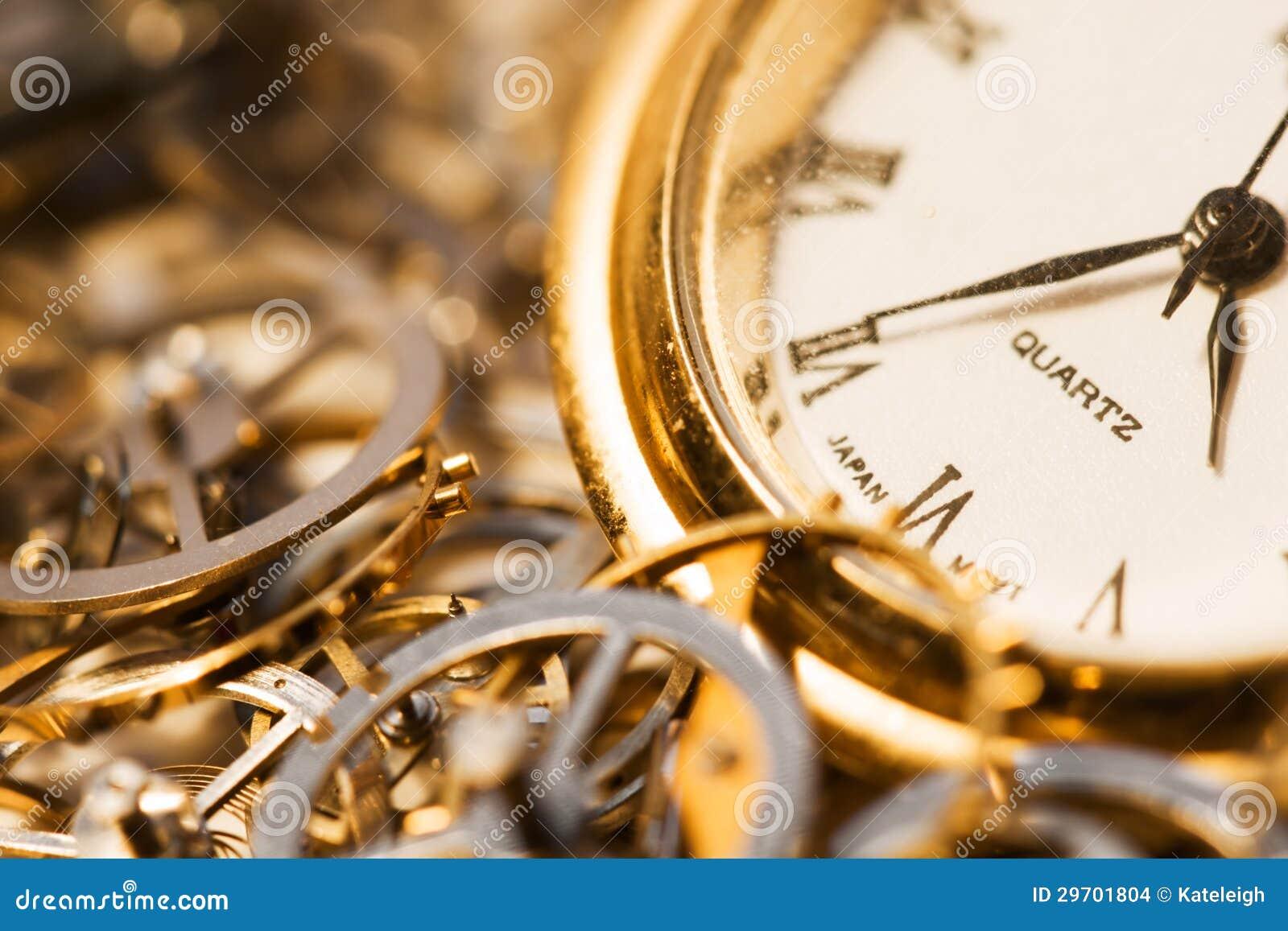 Stary zegarek i przekładnie