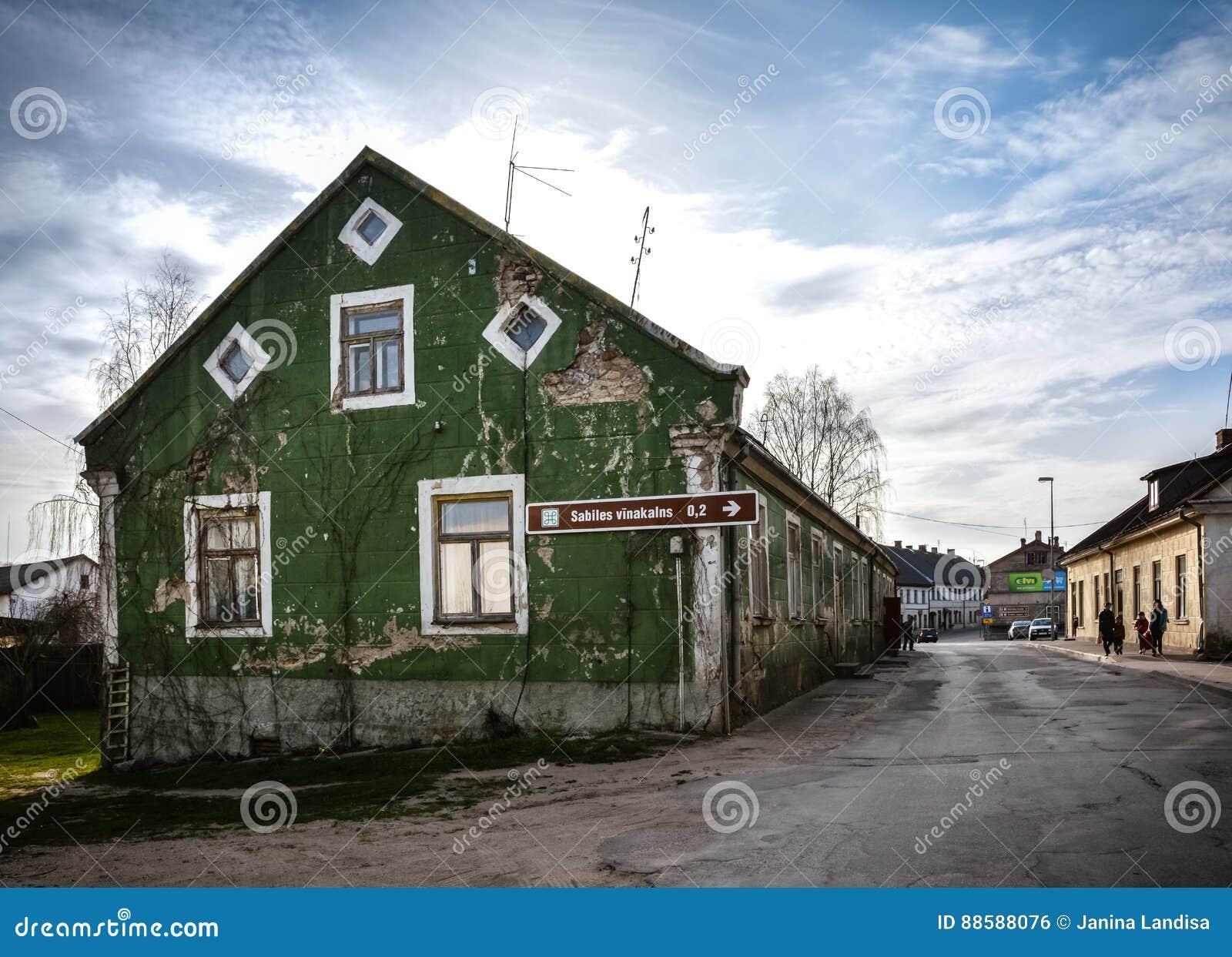 Stary zielonego colour budynek