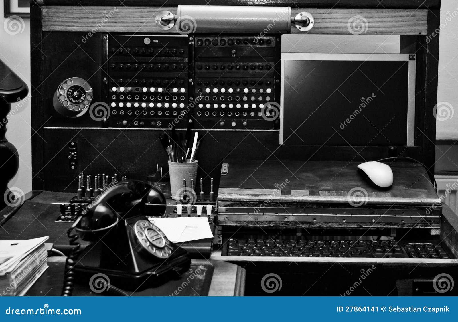 Stary zmodernizowany switchboard