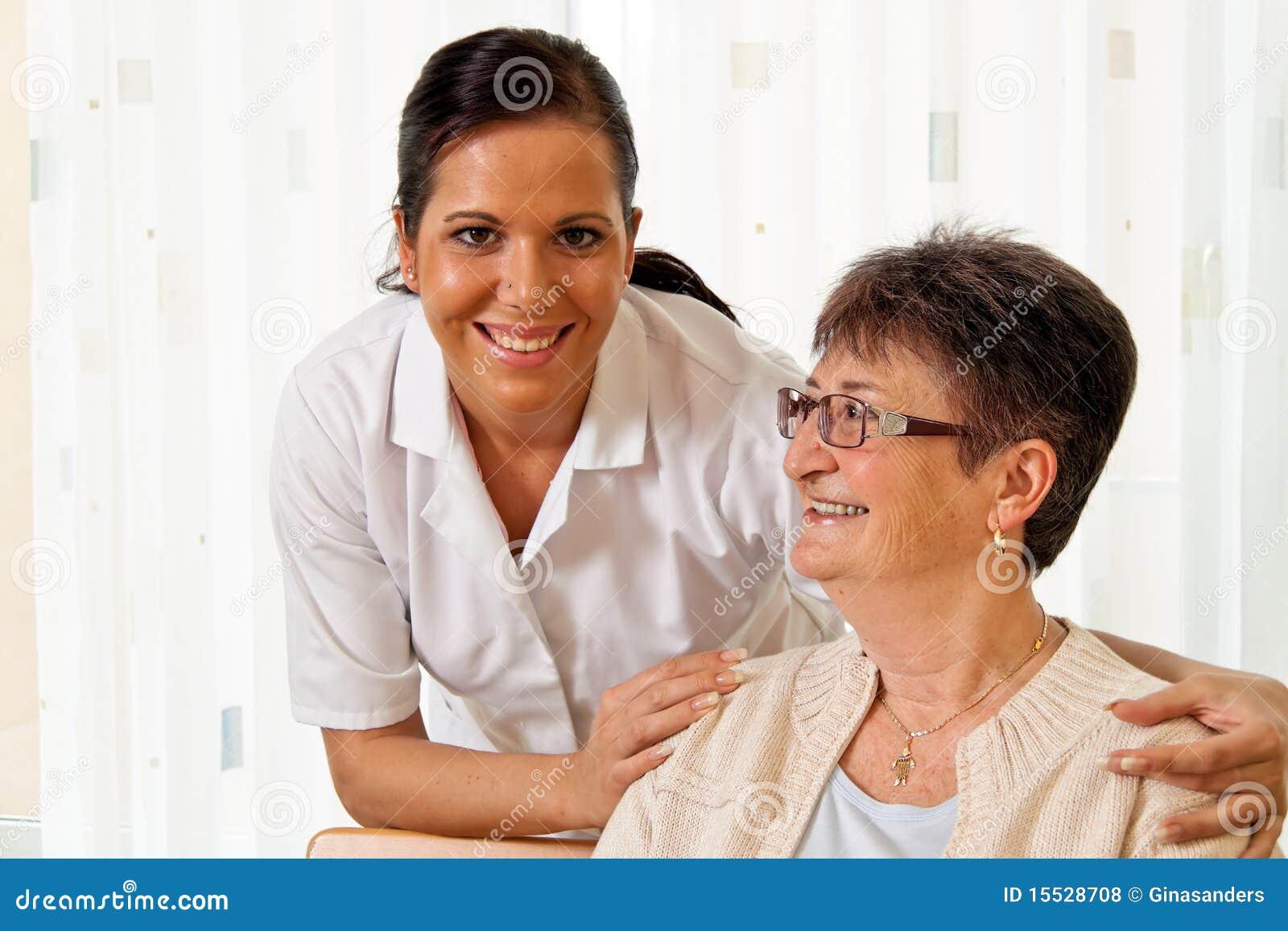 Starzejąca się opieki starszych osob pielęgniarki pielęgnacja