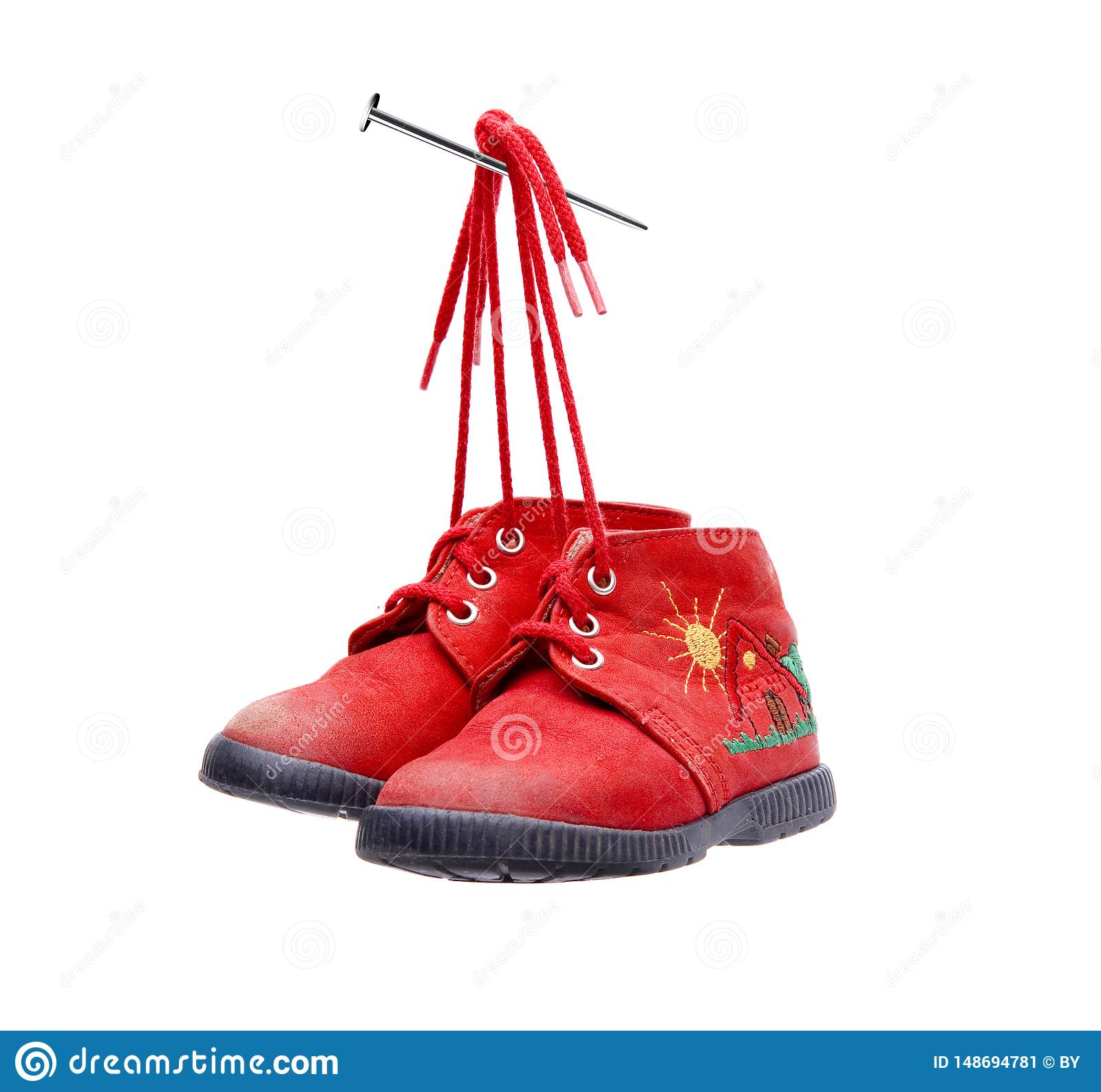 Starzy Czerwoni buty dziecko wiążący gwóźdź