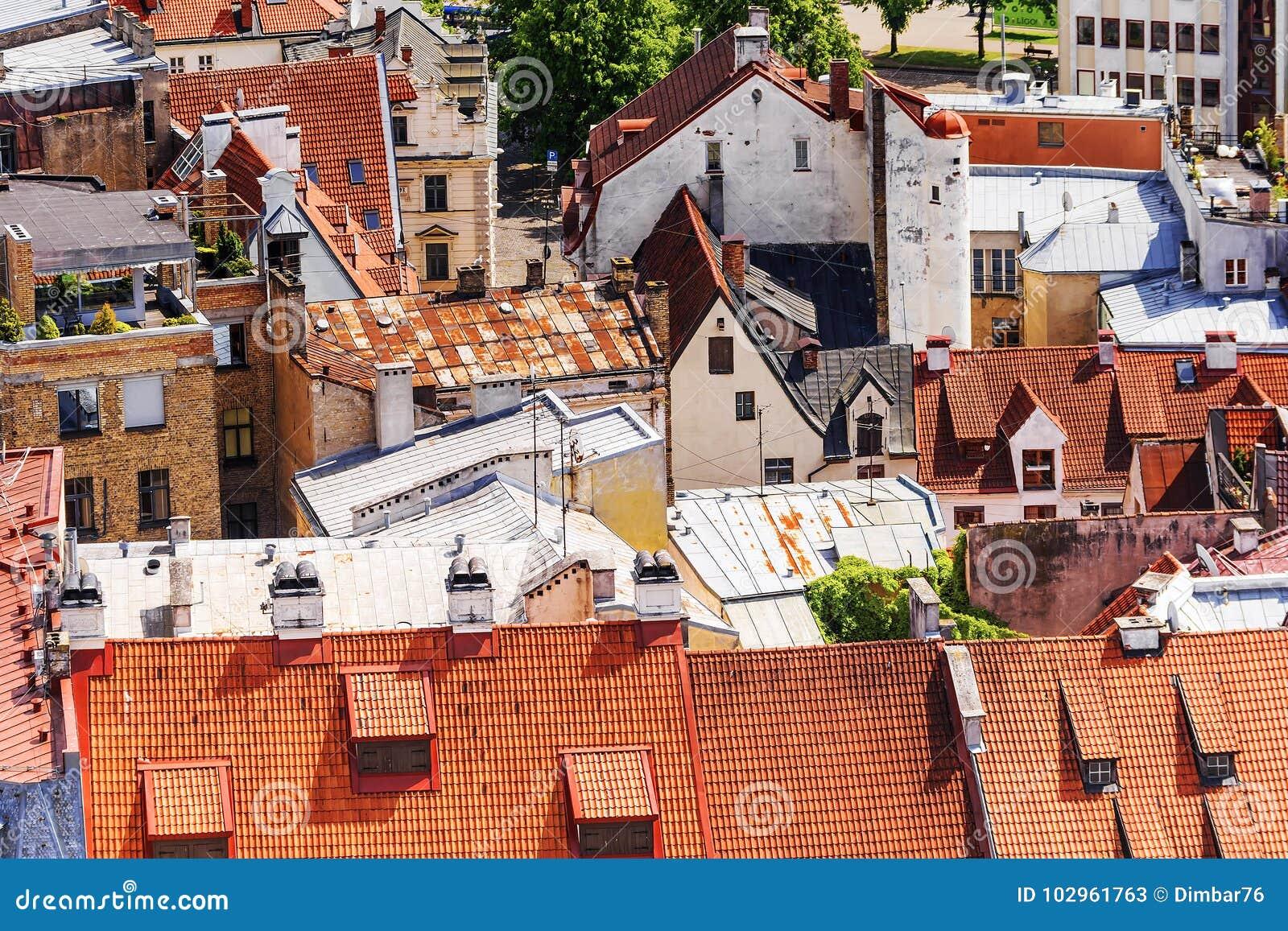 Starzy dachy w Ryskim, Latvia