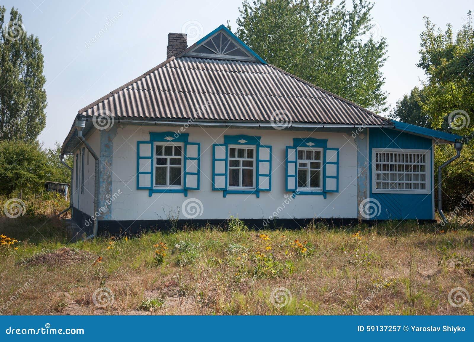 Poważnie Starzy Domy Brać W Parku W Lecie W Pirogovo Muzeum, Ukraina Obraz DM62