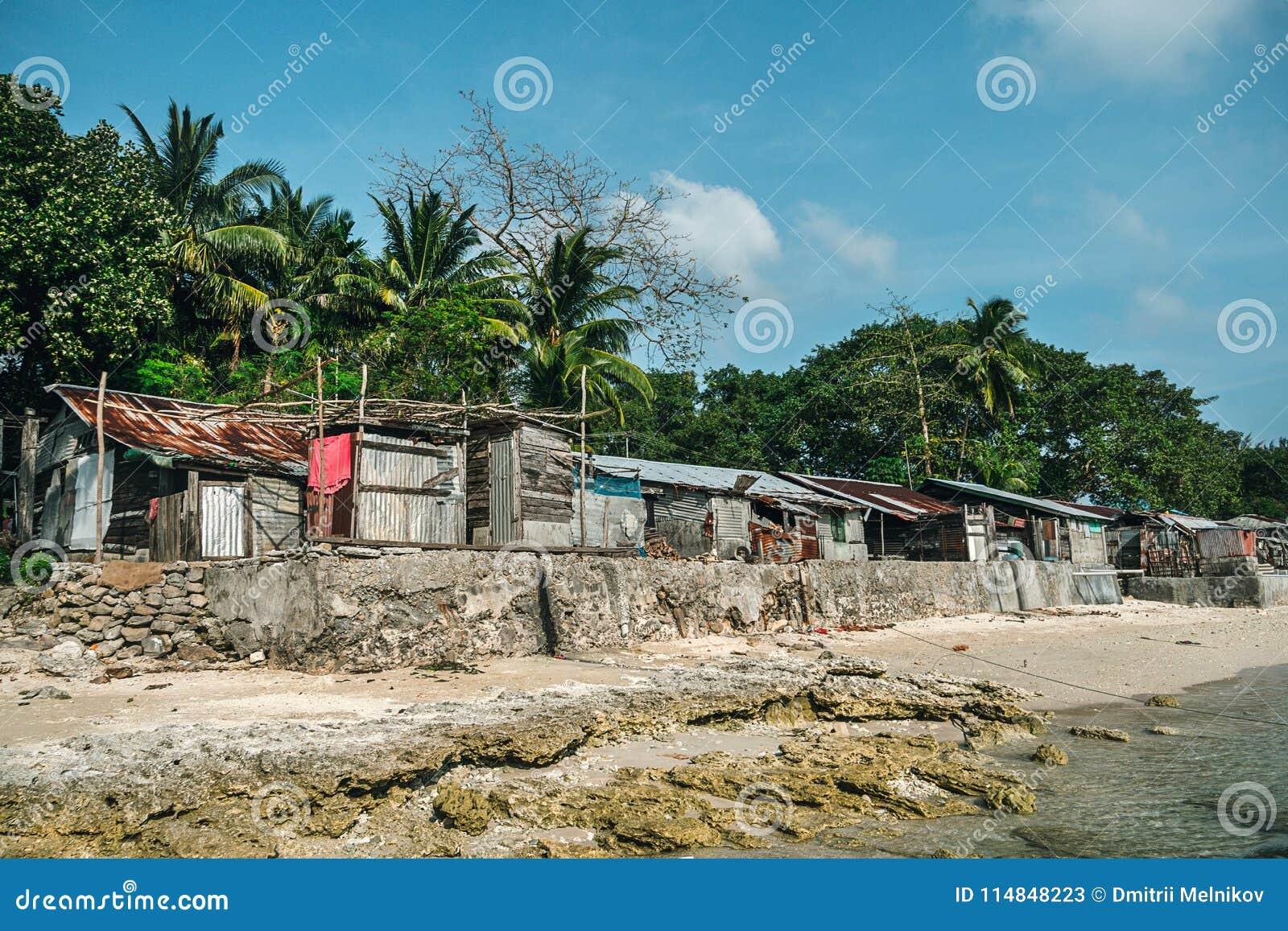 Starzy domy jeziorem