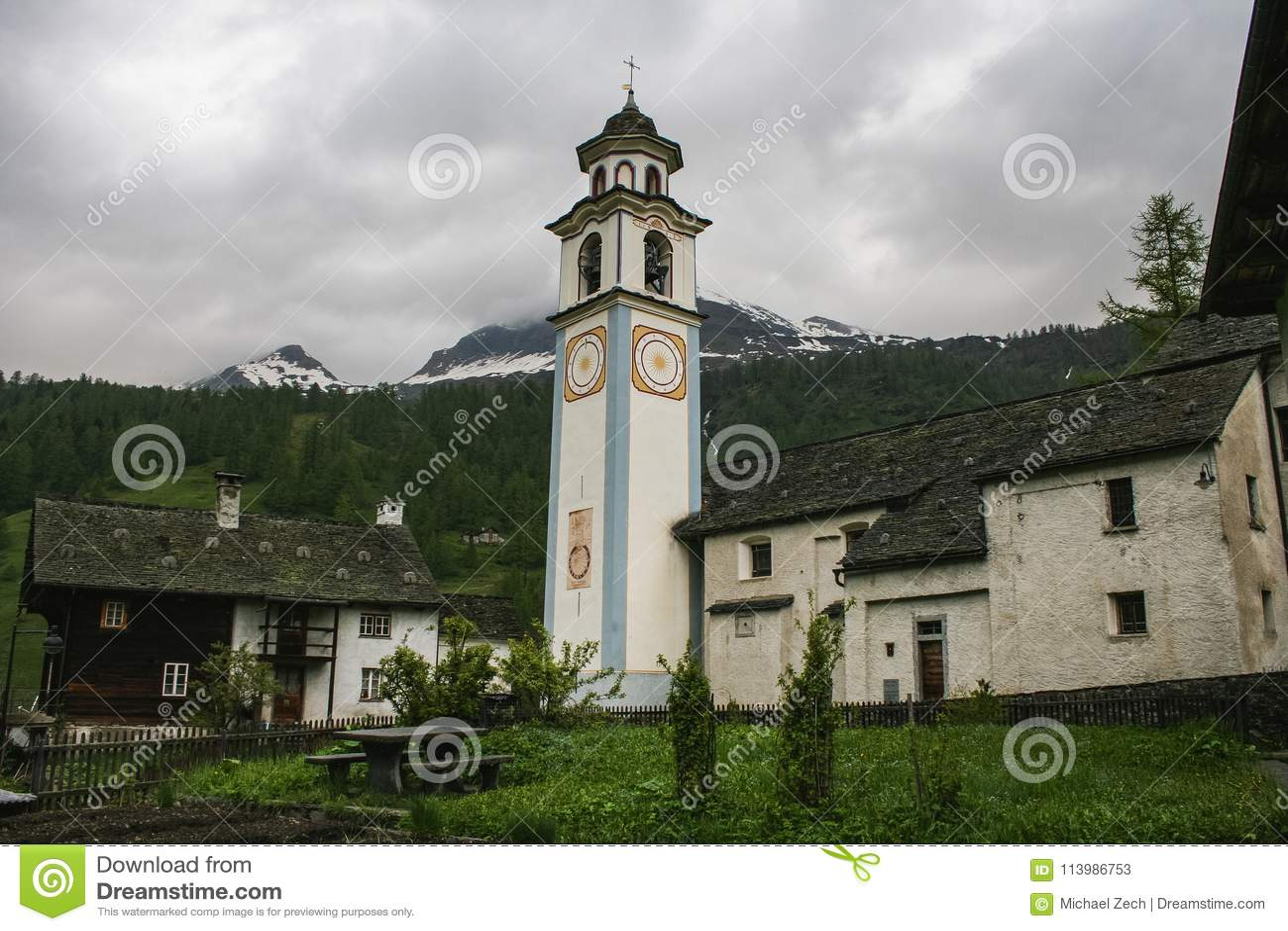 Starzy domy na maggia dolinnej części Switzerland