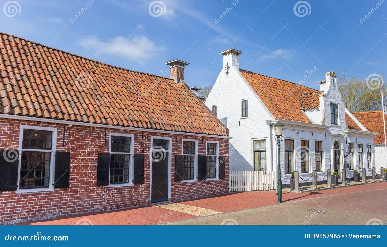Starzy domy w dziejowej wiosce Aduard