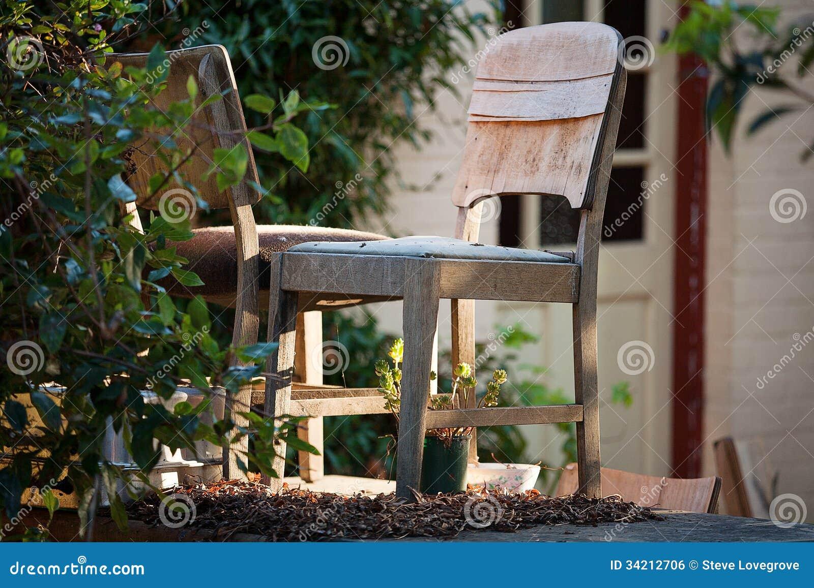 Starzy krzesła