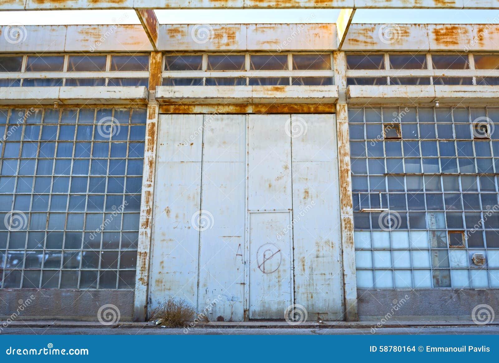 Starzy magazynowi budynki