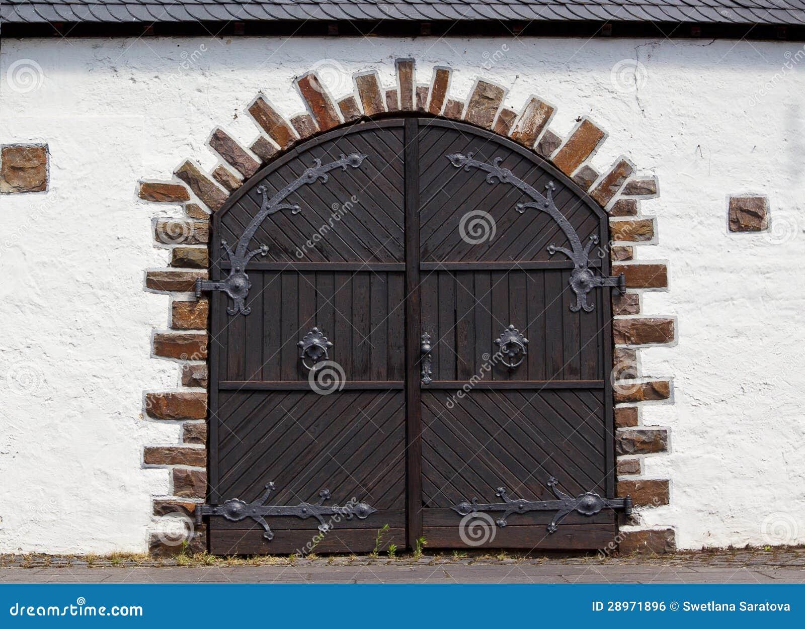 Starzy magazynowi drzwi