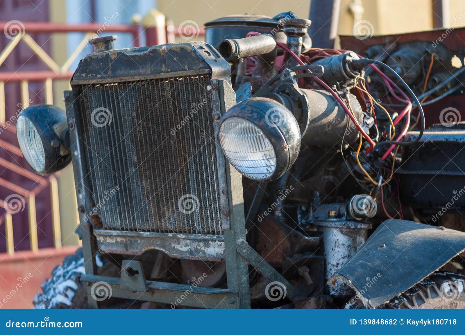 Starzy samochodowi potrzeby drutowania i naprawy diagnostycy