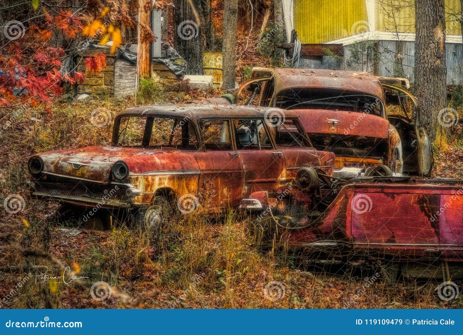 Starzy samochody na zboczu