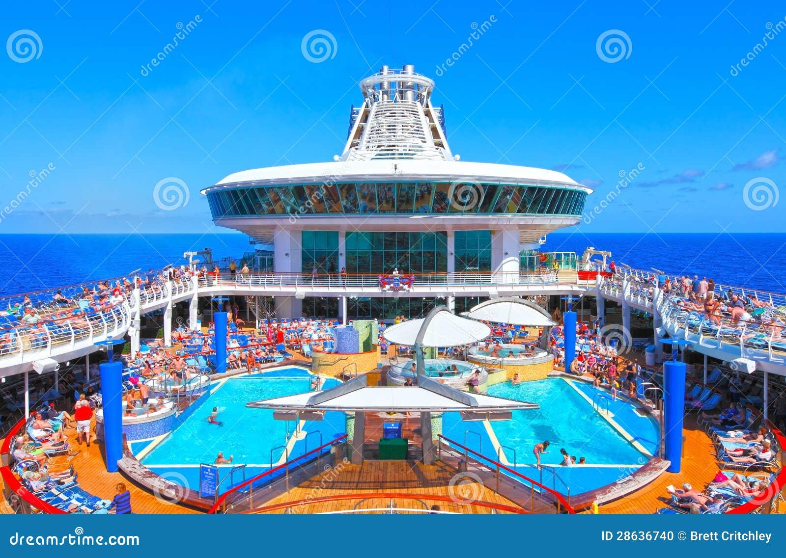 Statek wycieczkowy basenu pokład