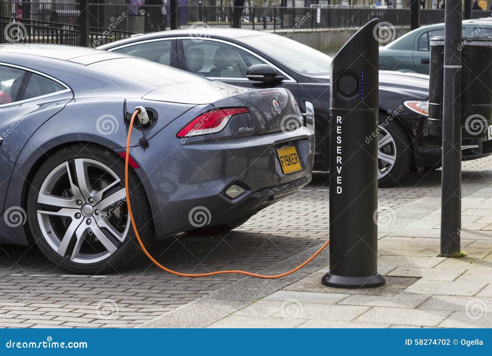 Station de charge de voiture électrique en Milton Keynes, R-U