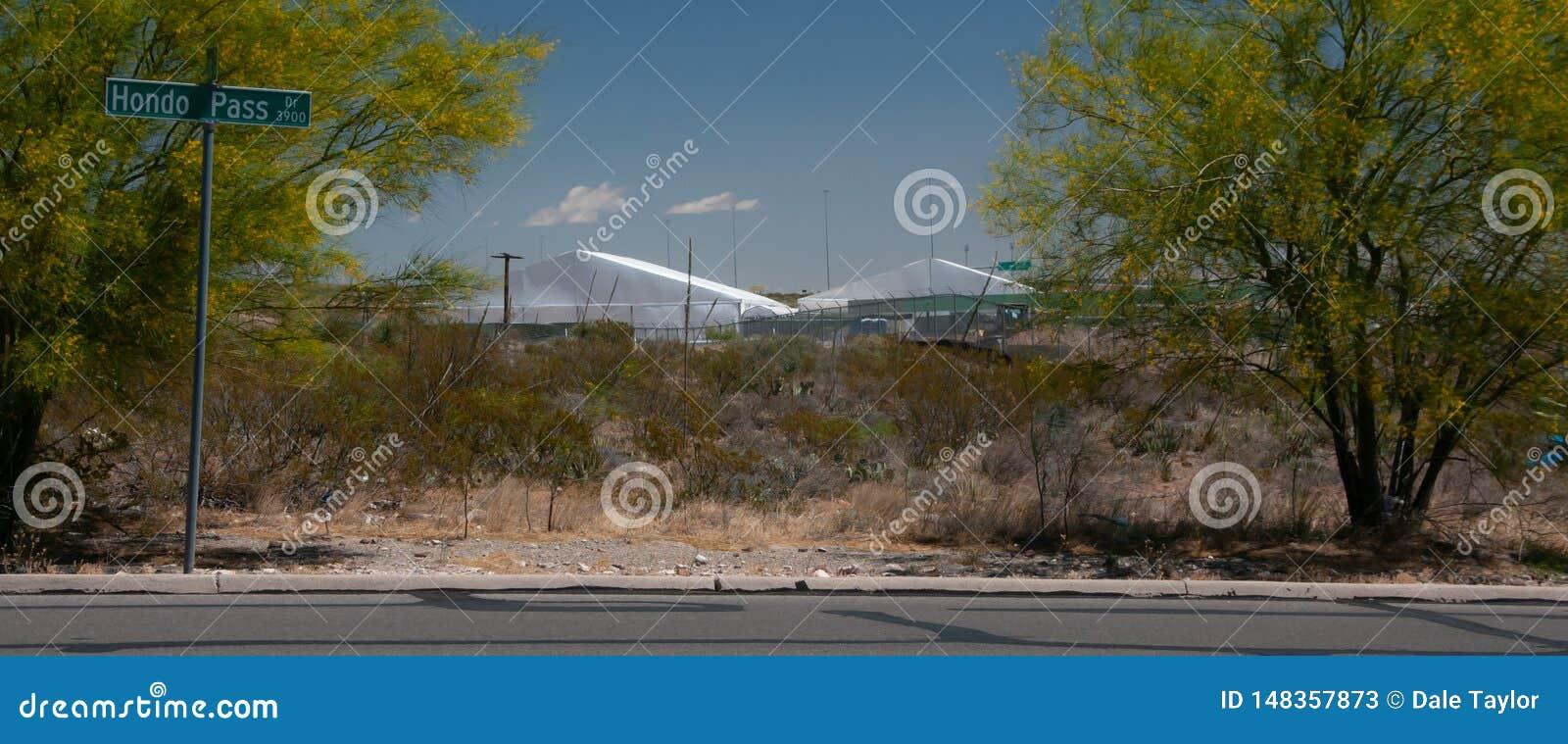Station de patrouille de fronti?re, logement temporaire de tente d El Paso Texas New et centre de traitement