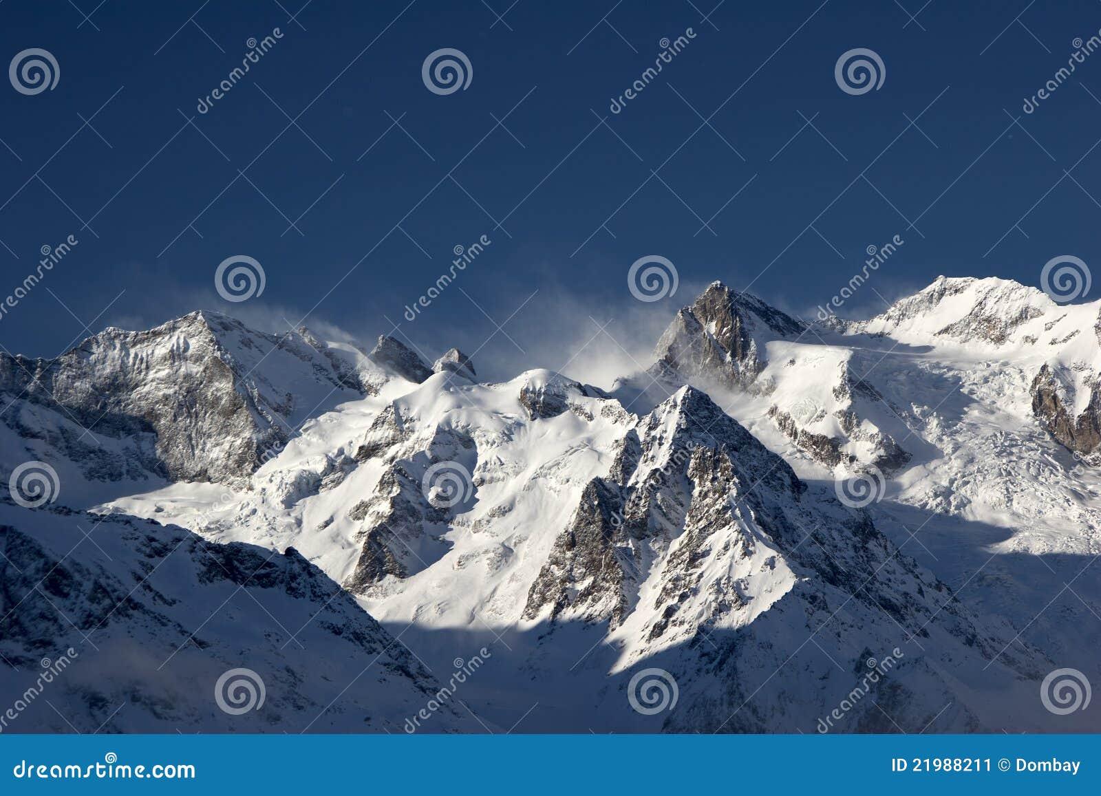 Station de sports d hiver de montagne dans les montagnes