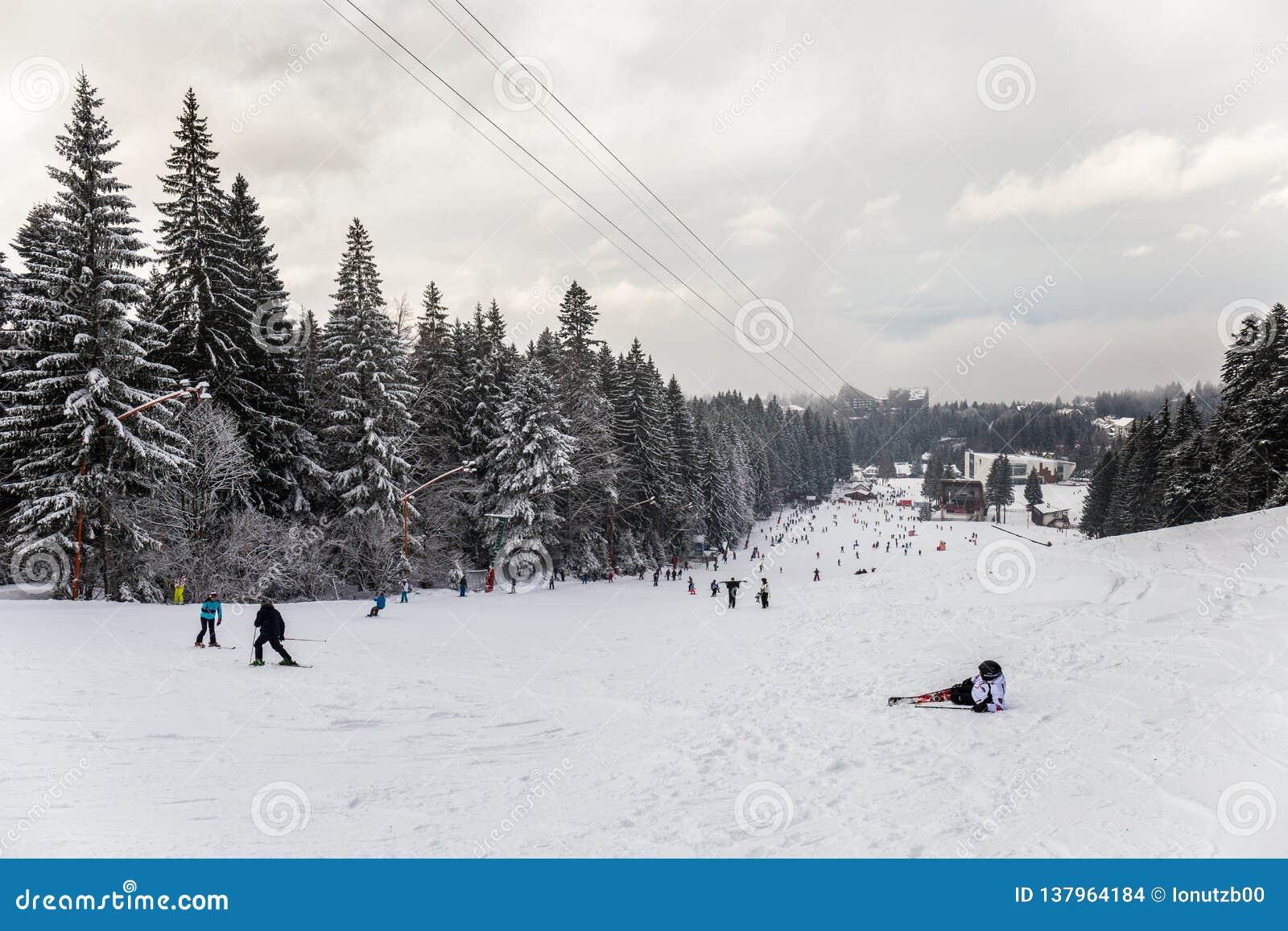 Station de sports d hiver en Poiana Brasov, la Transylvanie, Roumanie - décembre 2018