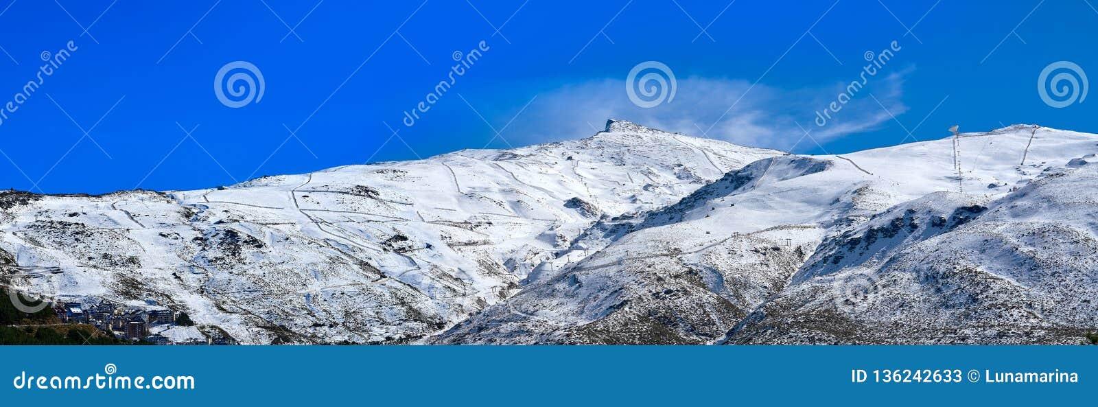 Station De Sports D Hiver De Montagne De Sierra Nevada Grenade Image Stock Image Du Hiver Grenade 136242633