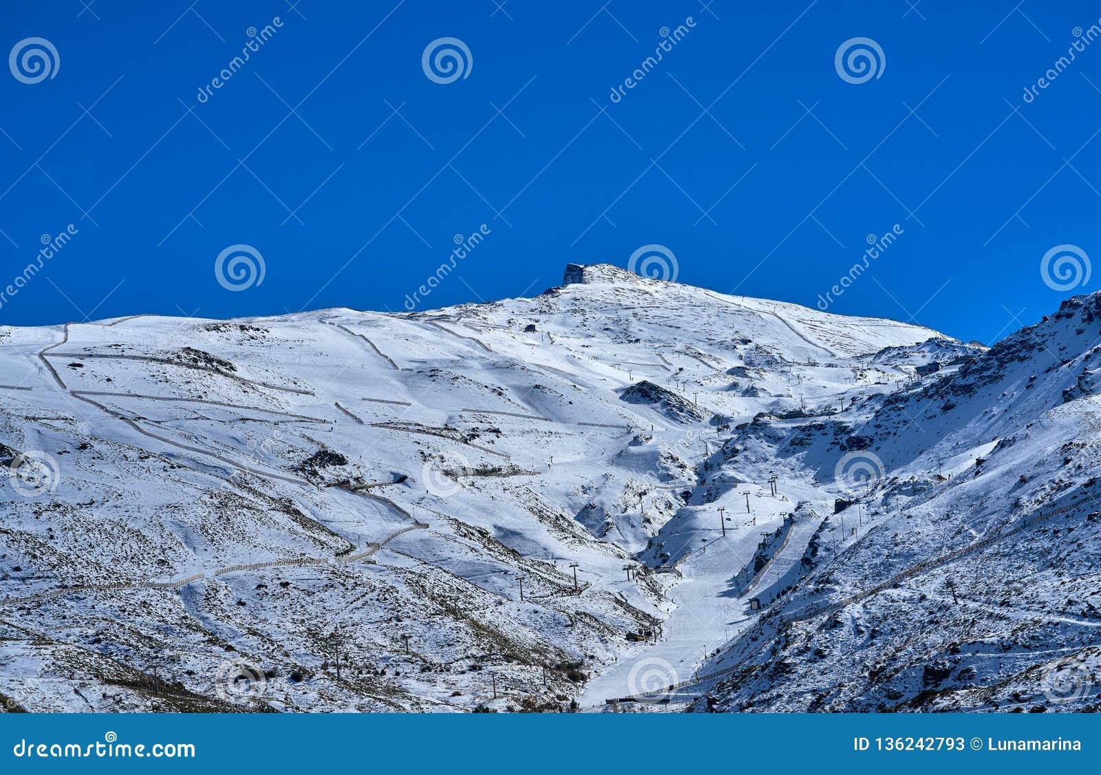 Station De Sports D Hiver De Montagne De Sierra Nevada Grenade Image Stock Image Du Station Grenade 136242793