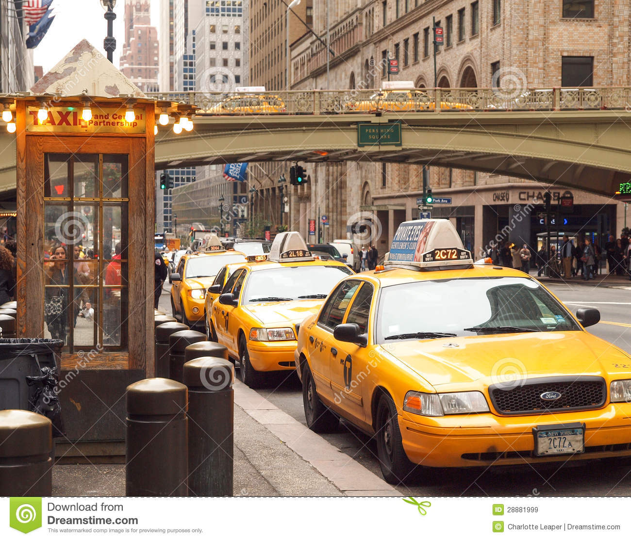 station de taxis new york city image stock ditorial image 28881999. Black Bedroom Furniture Sets. Home Design Ideas