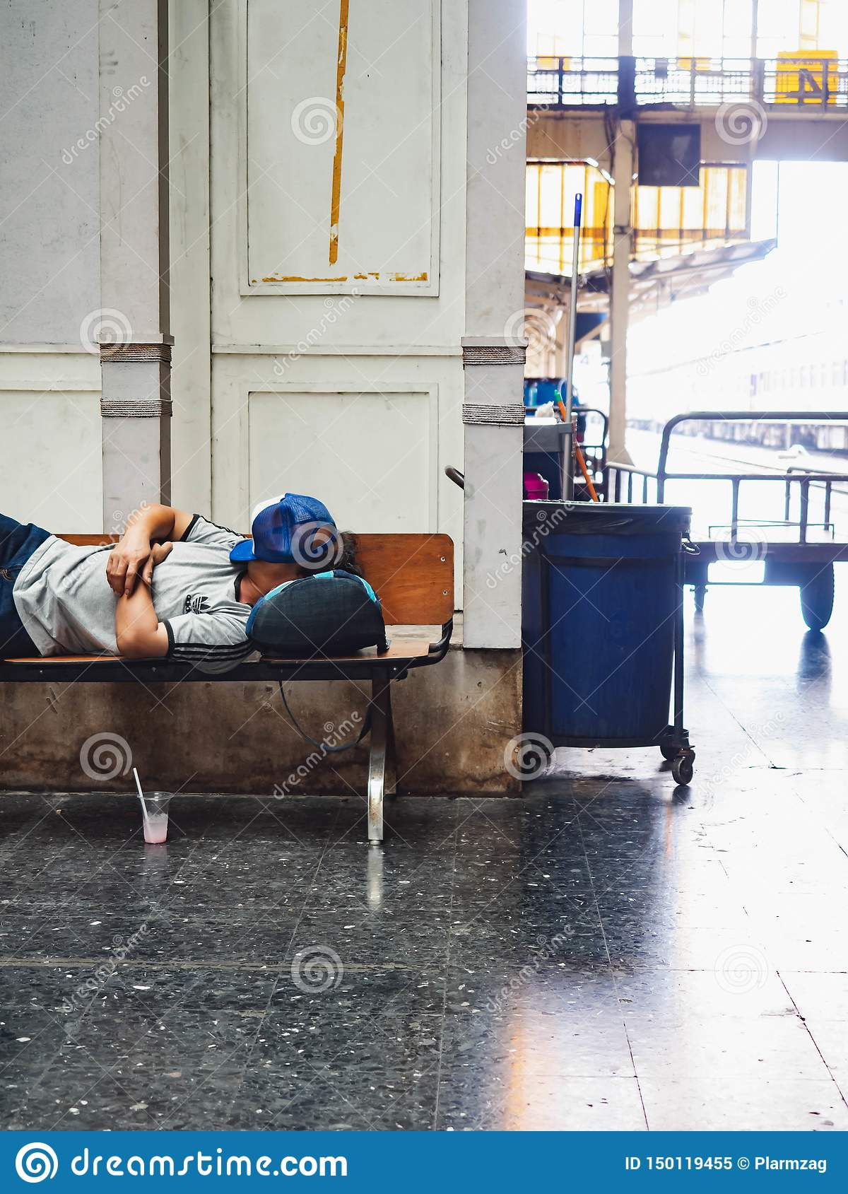 Station de train Hua Lamphong, sommeil de personnes