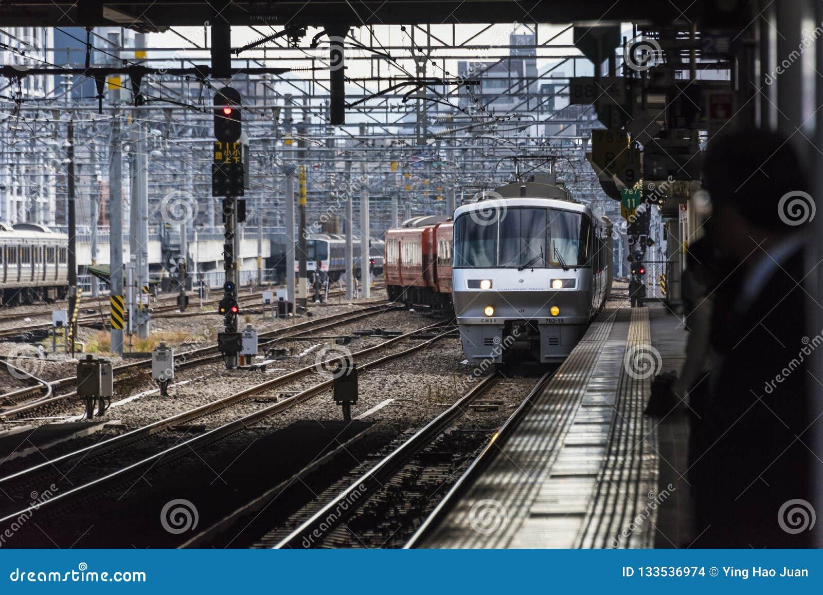 Station de train japonaise Hakata à Fukuoka