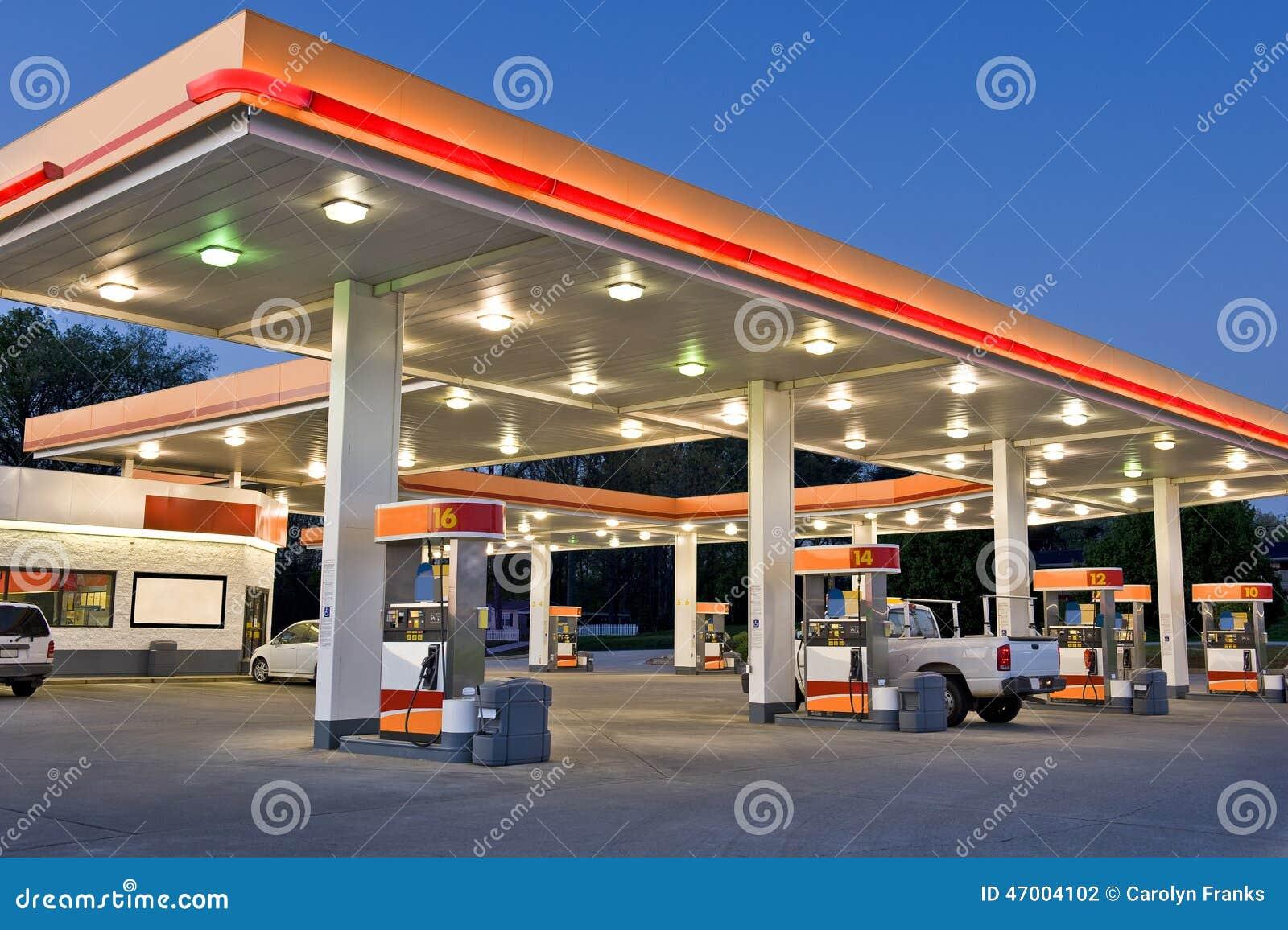 station et picerie d 39 essence d taillantes photo stock image du domestique image 47004102. Black Bedroom Furniture Sets. Home Design Ideas