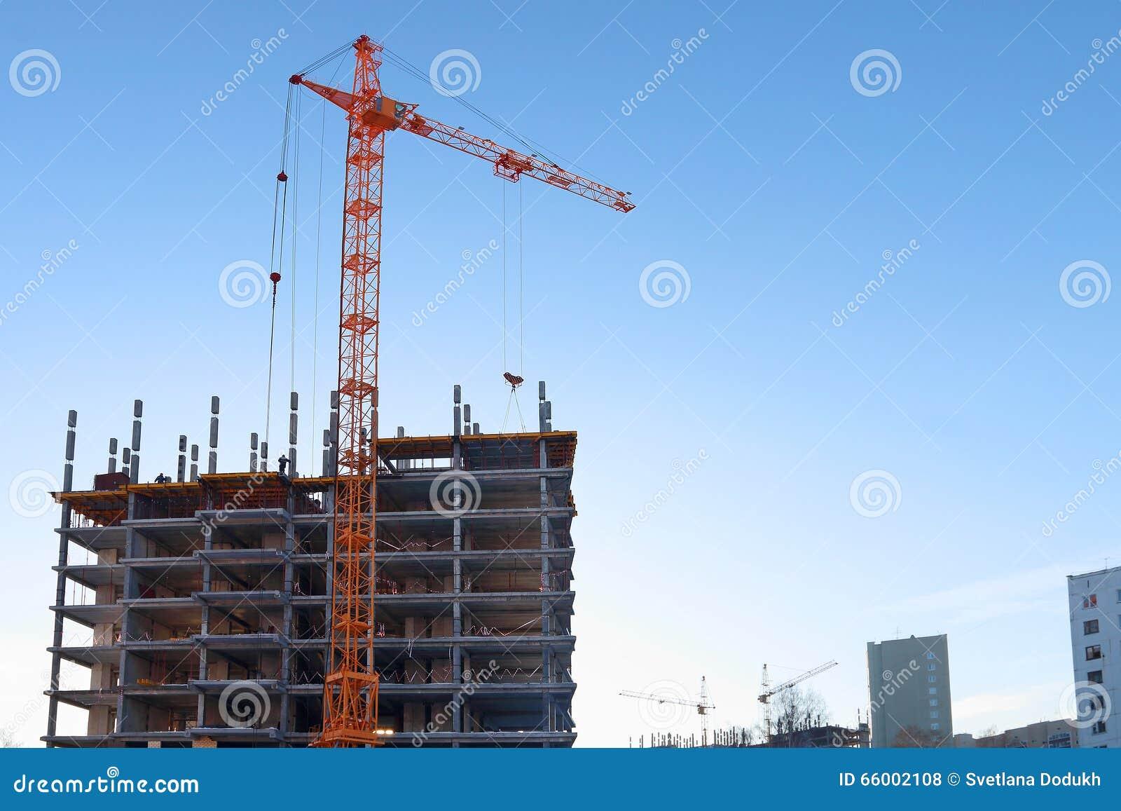 Stationair hijstoestel en in aanbouw de bouw