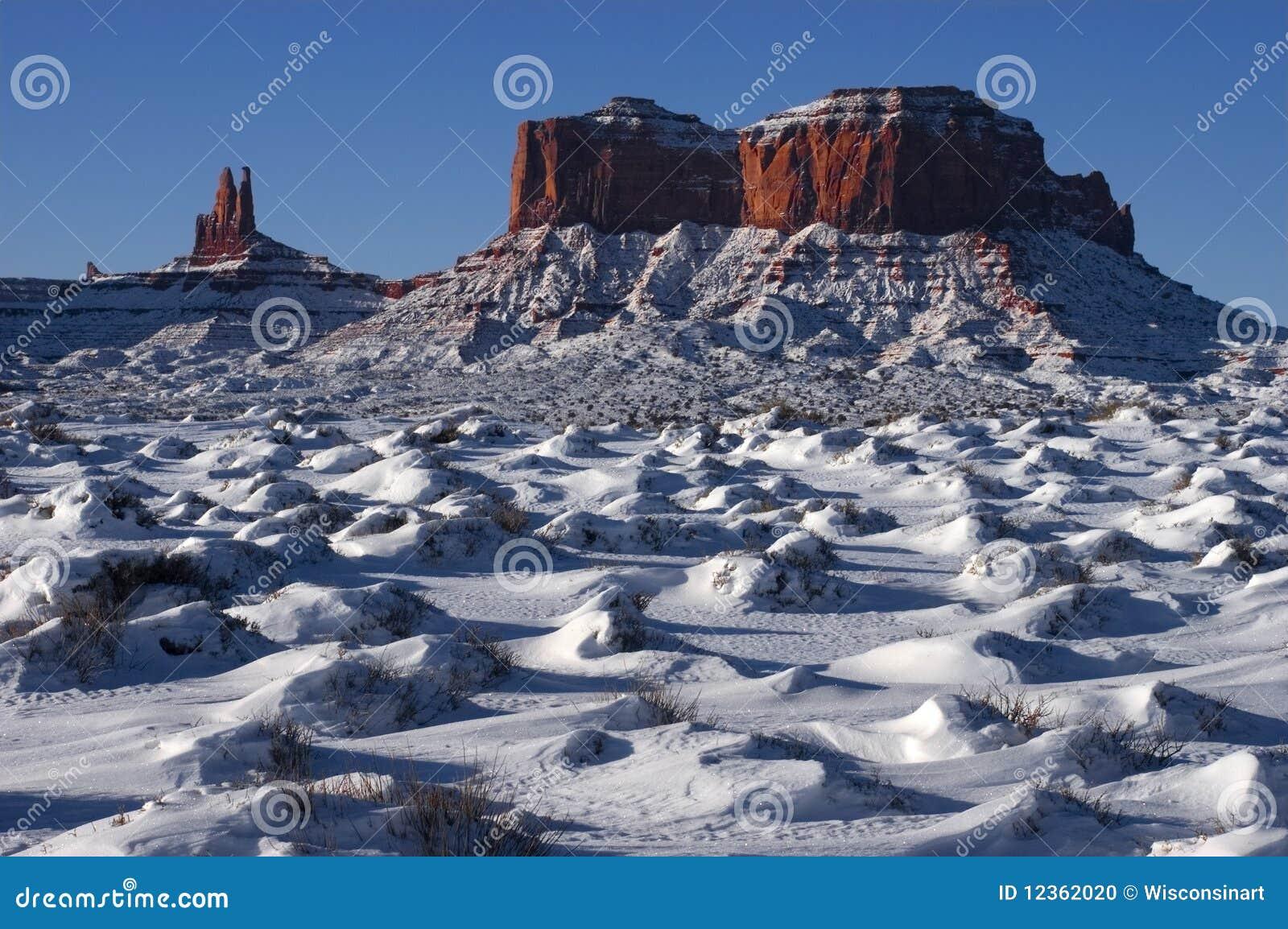 Stationnement tribal d Indien de Navajo de vallée de monument, l hiver