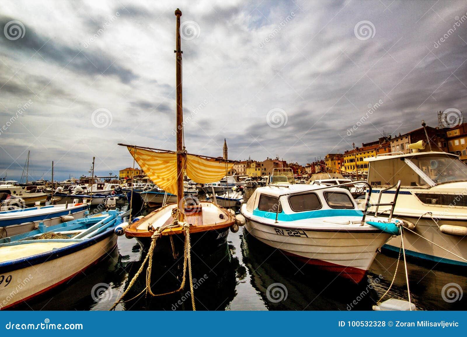 Statki i łodzie w Marina Rovinj