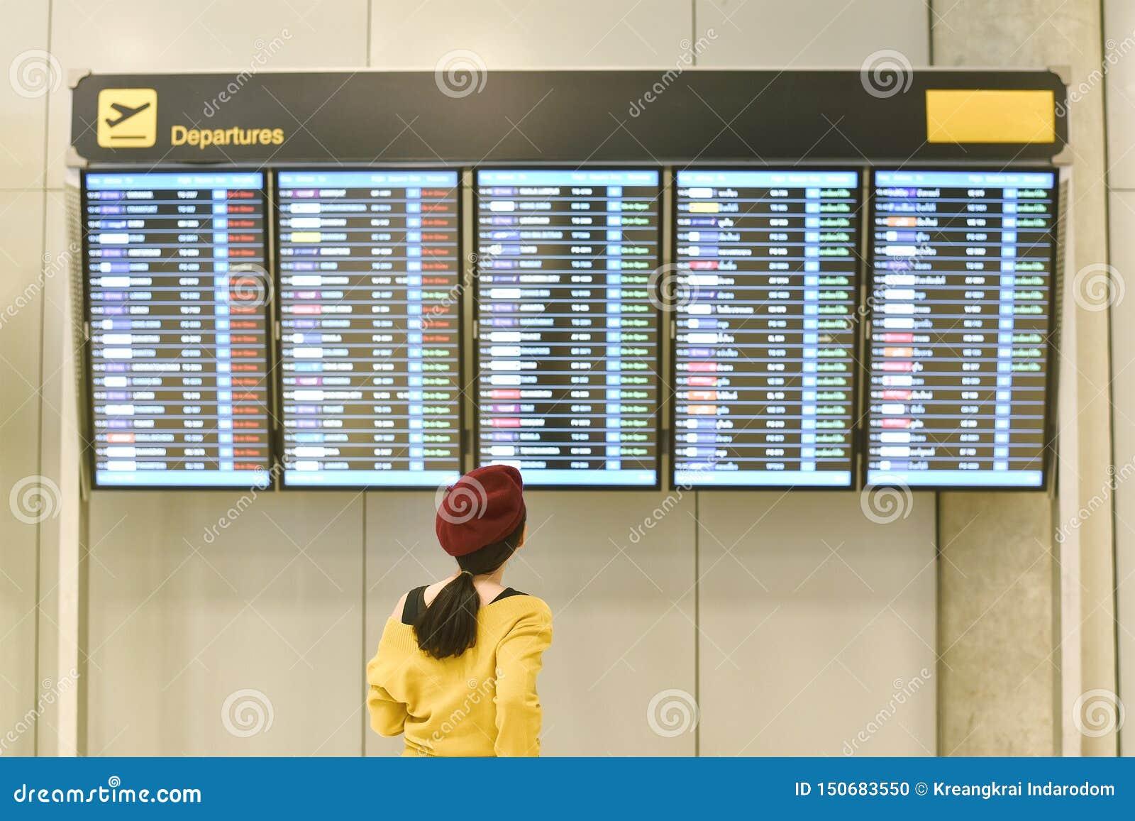 Stato di volo di controllo del passeggero alla visualizzazione delle informazioni dell aeroporto