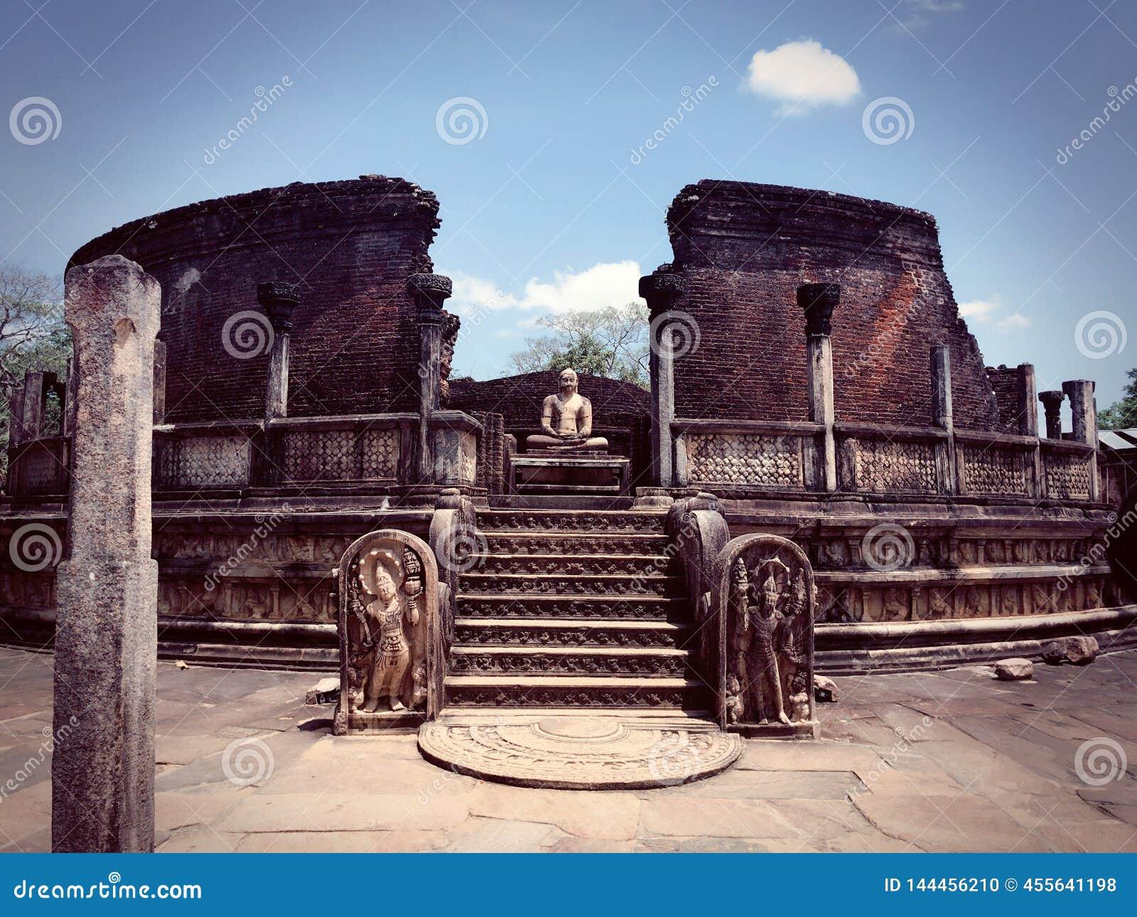 Statua Buddha w Polonnaruwa