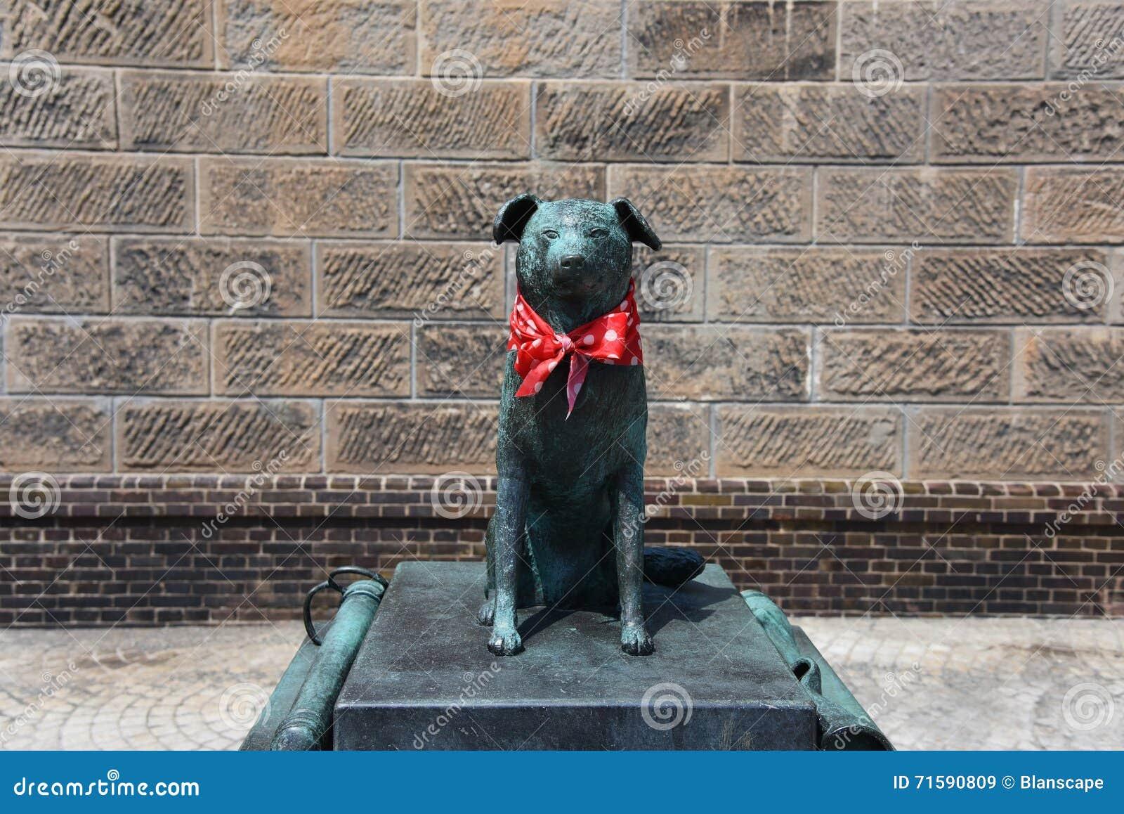 Statua del cane di Bunkou vicino al canale di Otaru