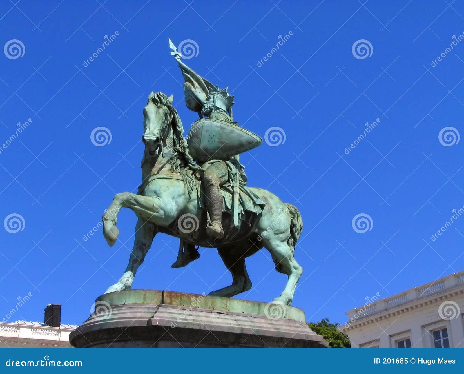 Statua del crociato e dell eroe nazionale a Bruxelles.