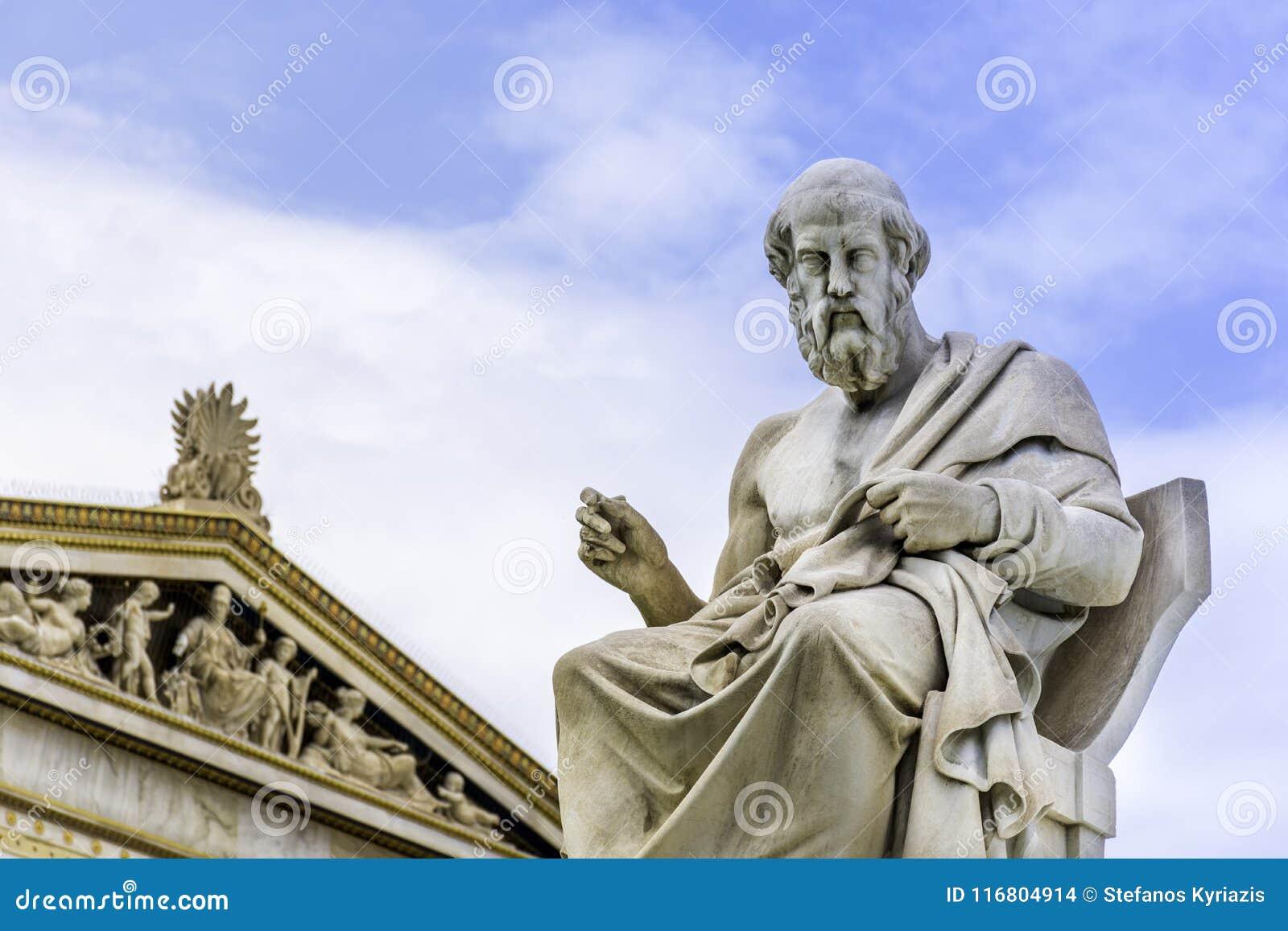 Statua del filosofo Plato del greco antico a Atene