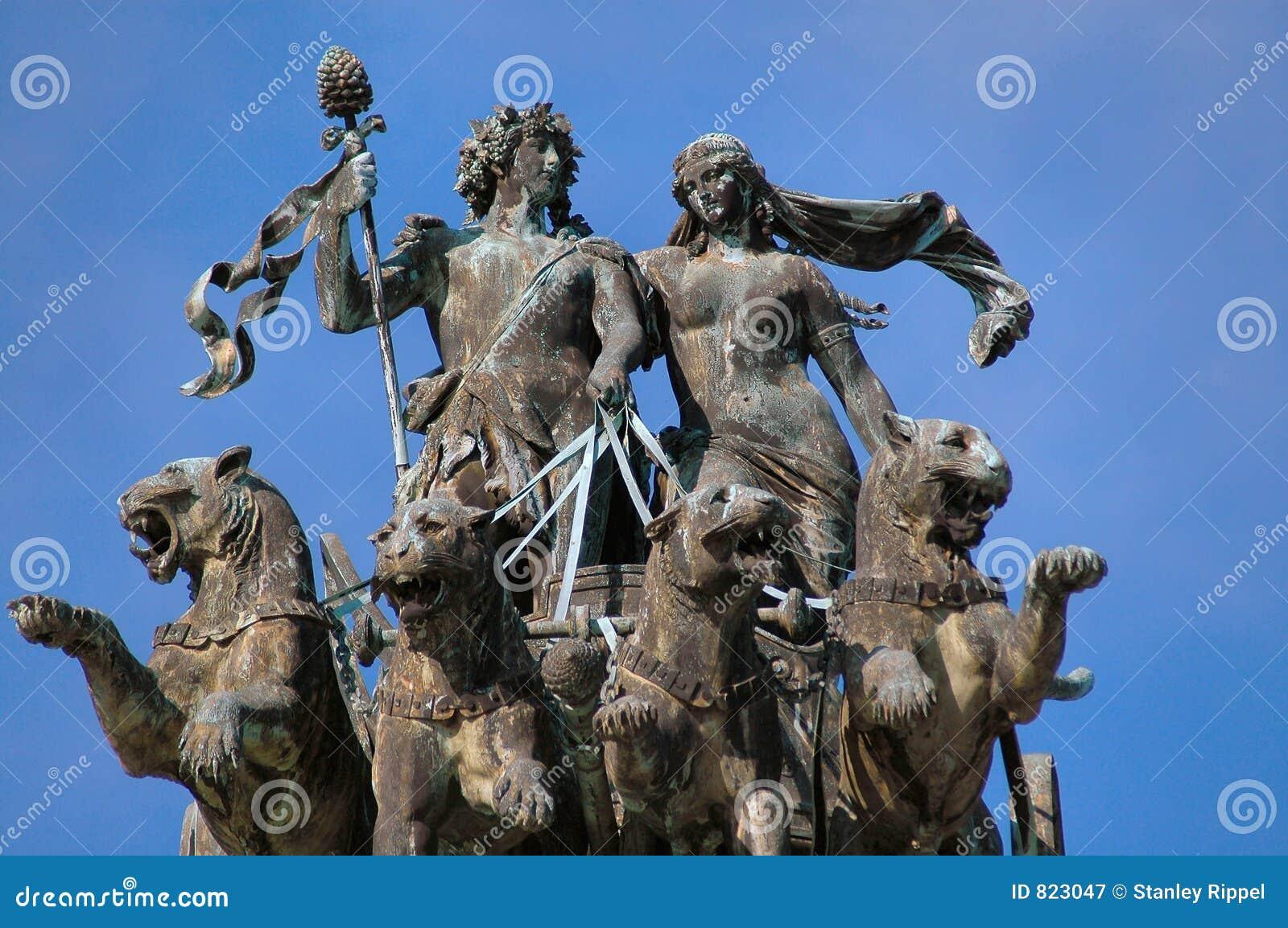 Statua del Teatro dell Opera a Dresda, Germania