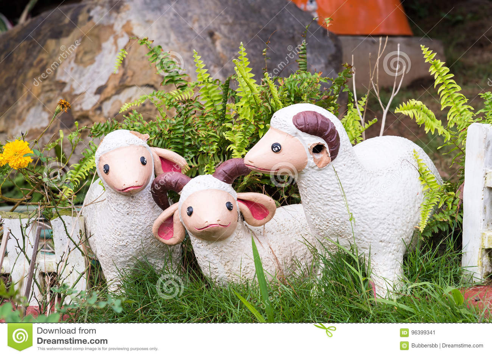 Statua dell agnello nel giardino thailand