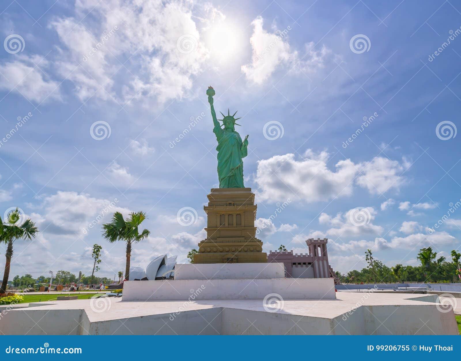 Statua della libertà architettonica dei modelli
