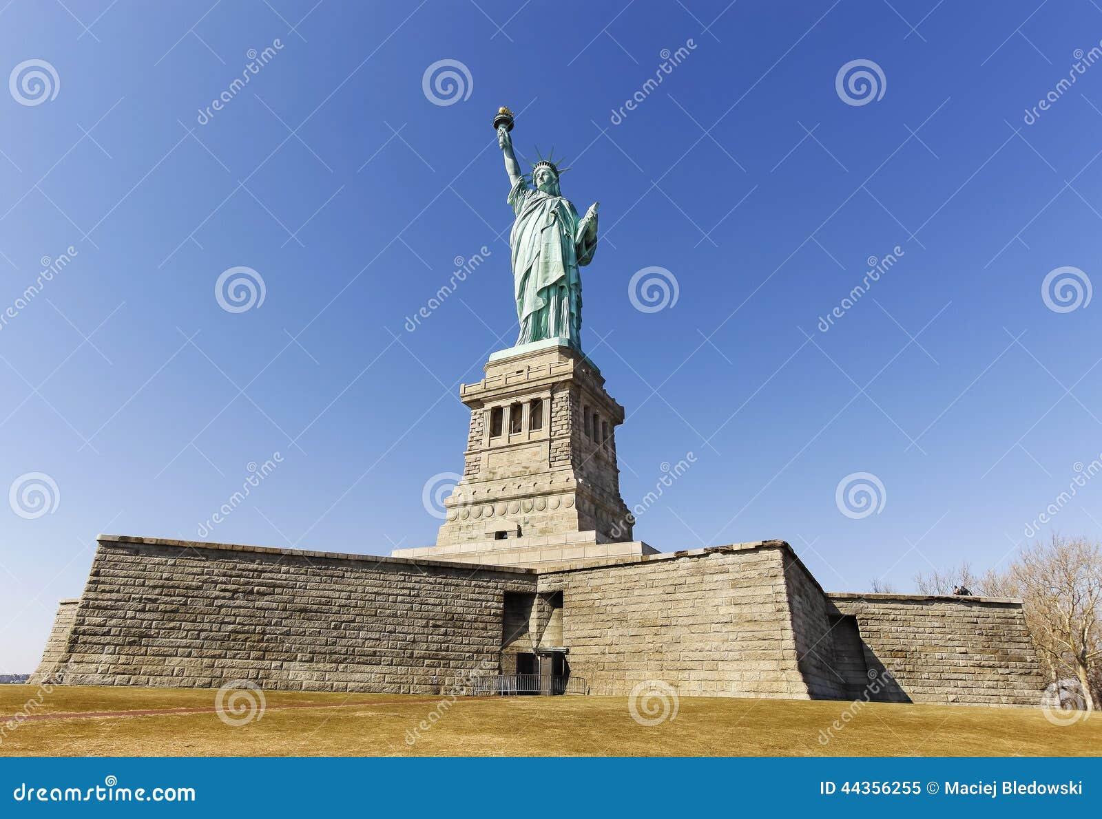 Statua della libertà in New York nel giorno senza nuvole, U.S.A.
