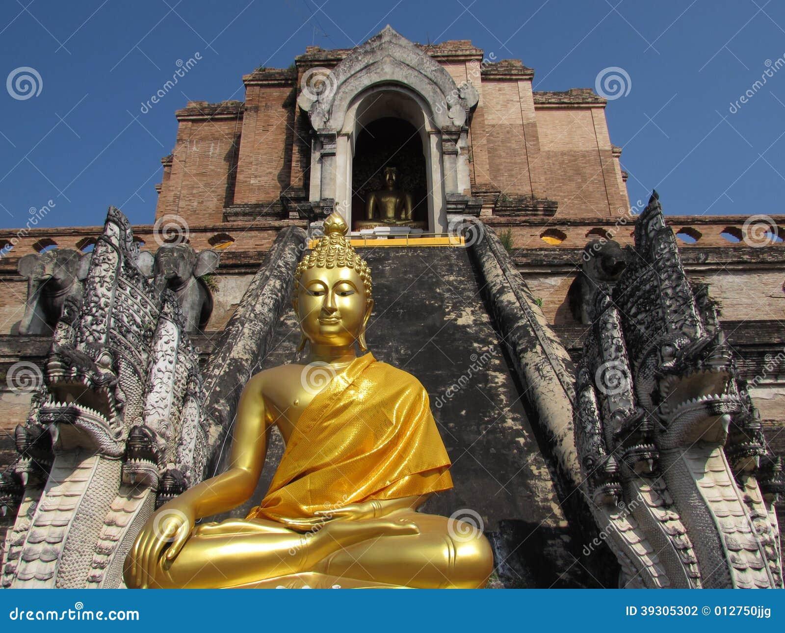 Statua di Buddha a Wat Chedi Luang Thailand