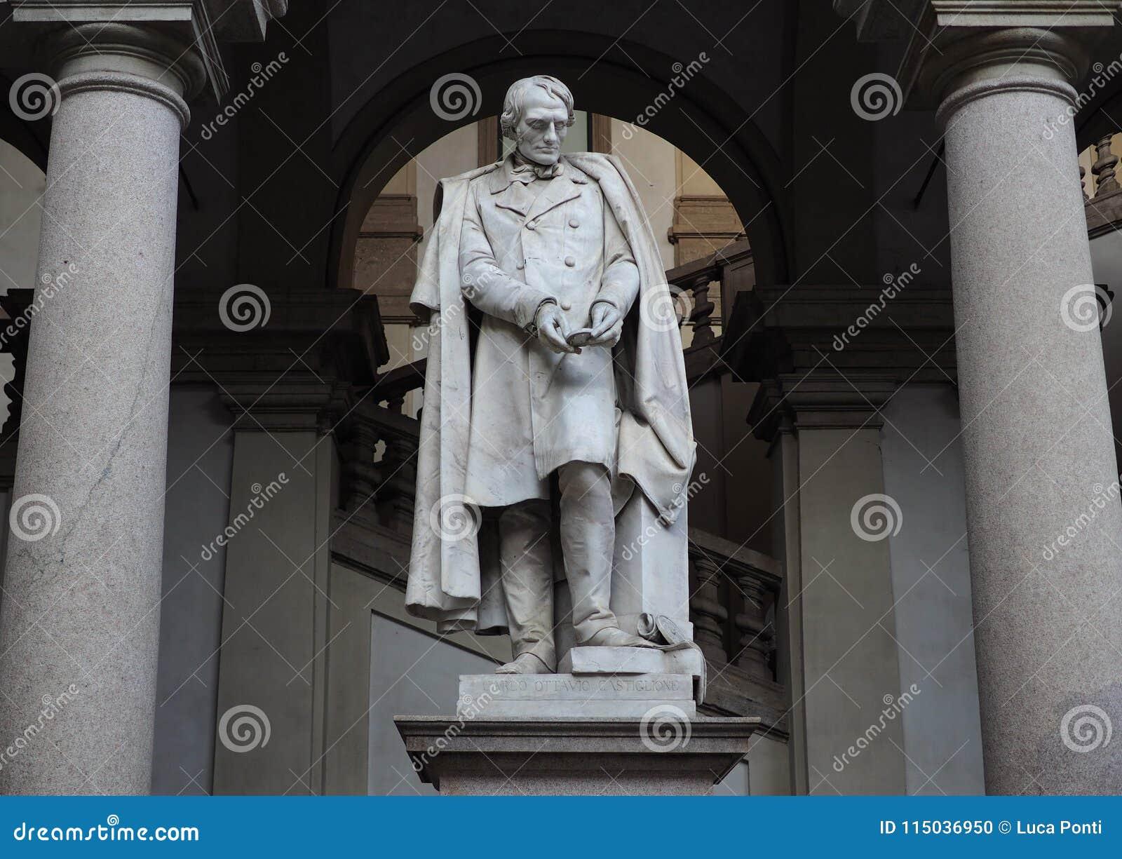Statua di Carlo Ottavio Castiglioni
