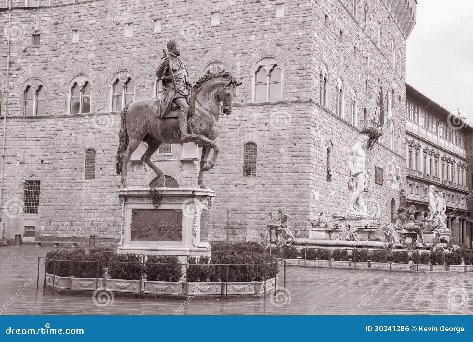 Statua di Cosimo I de Medici Equestrian da Giambologna e da Nettuno
