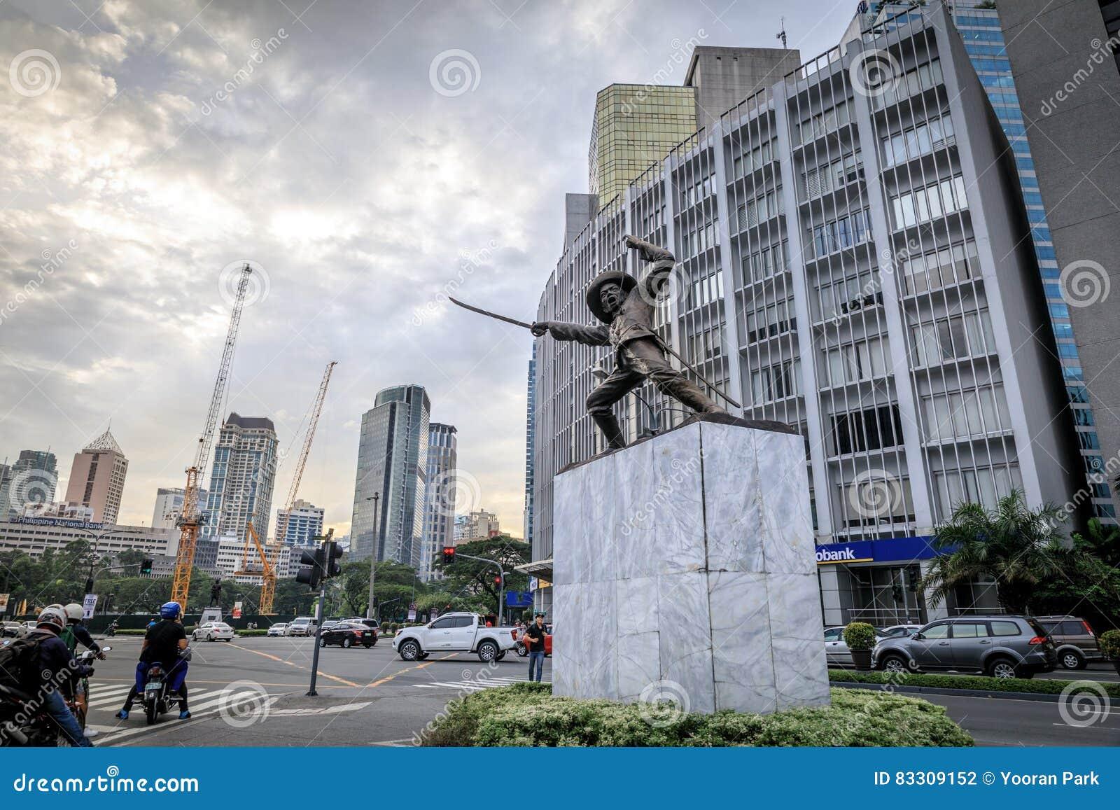 Statua di generale Pio Del Pilar al viale di Makati