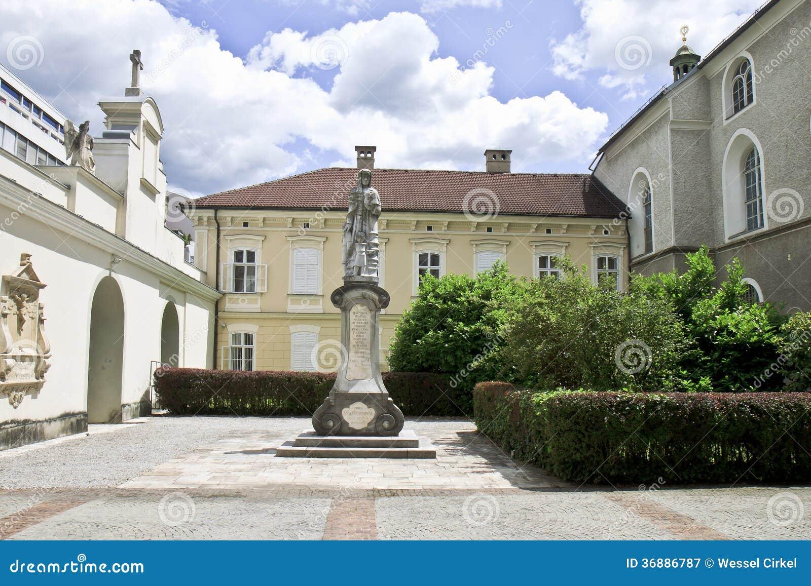Download Statua Di Hemma Di Gurk, Klagenfurt, Austria Immagine Stock - Immagine di religioso, religione: 36886787