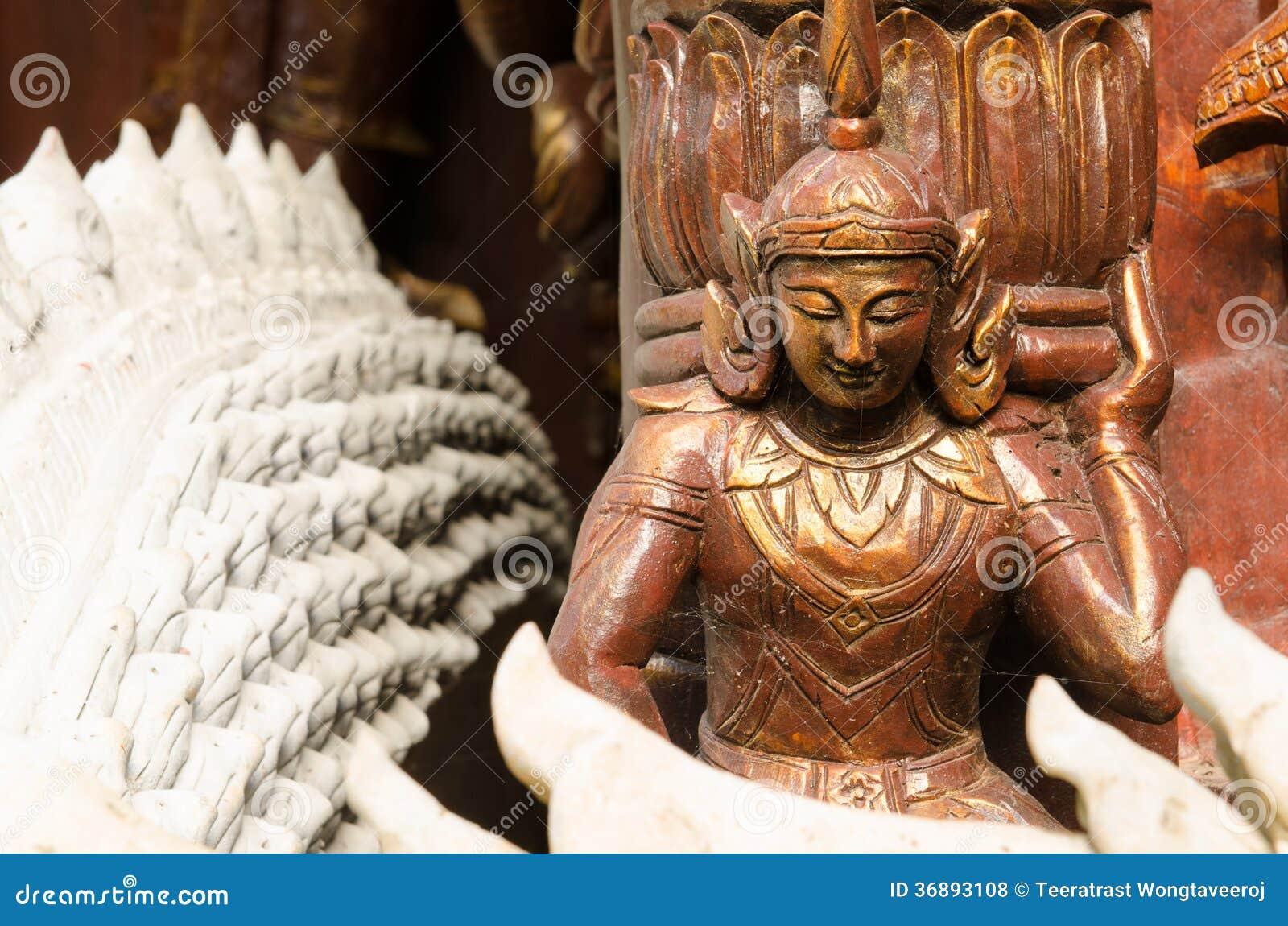 Download Statua Di Legno Di Angelo Nel Tempio Fotografia Stock - Immagine di architettura, religione: 36893108