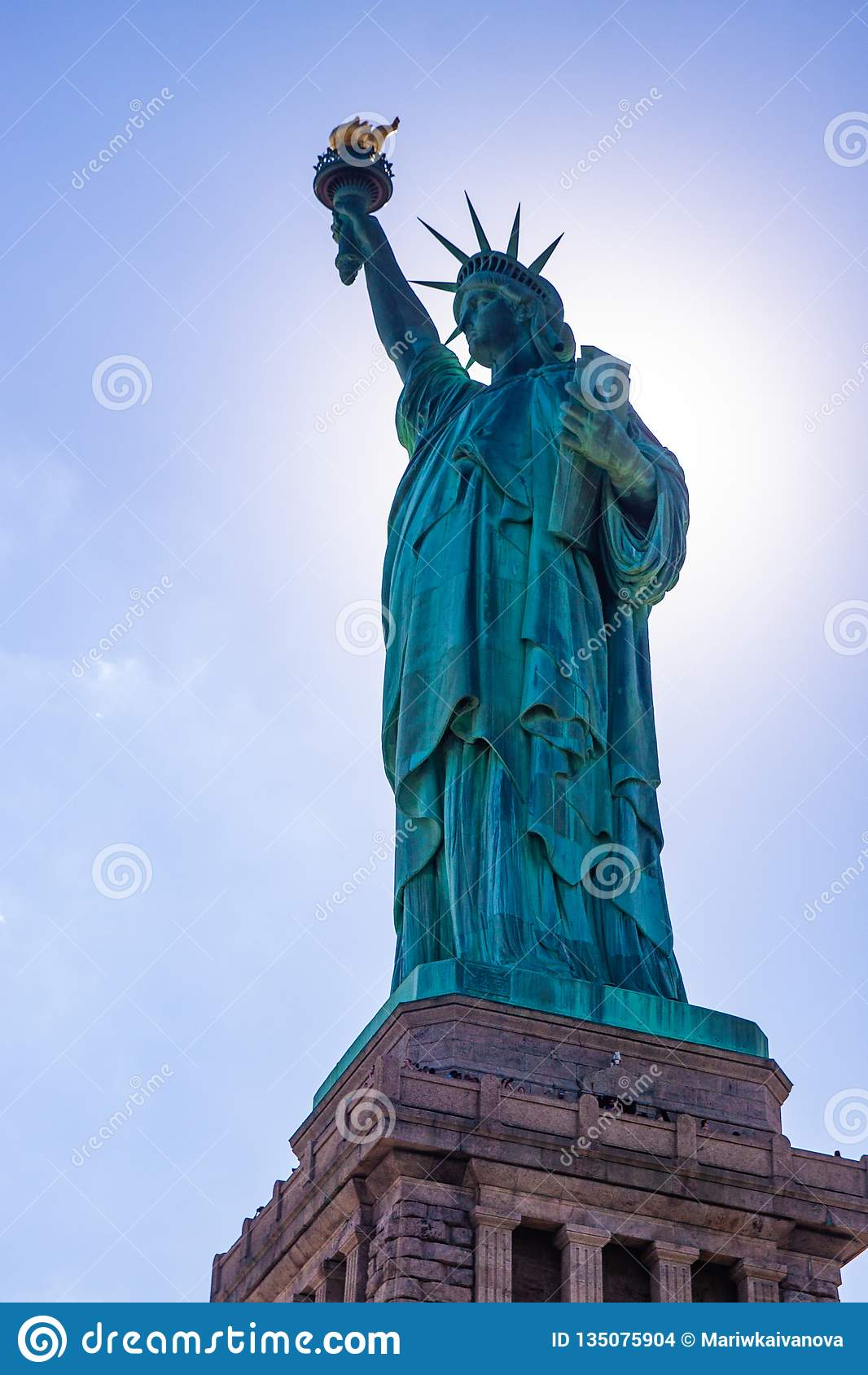 Statua di libertà & del tramonto di New York City