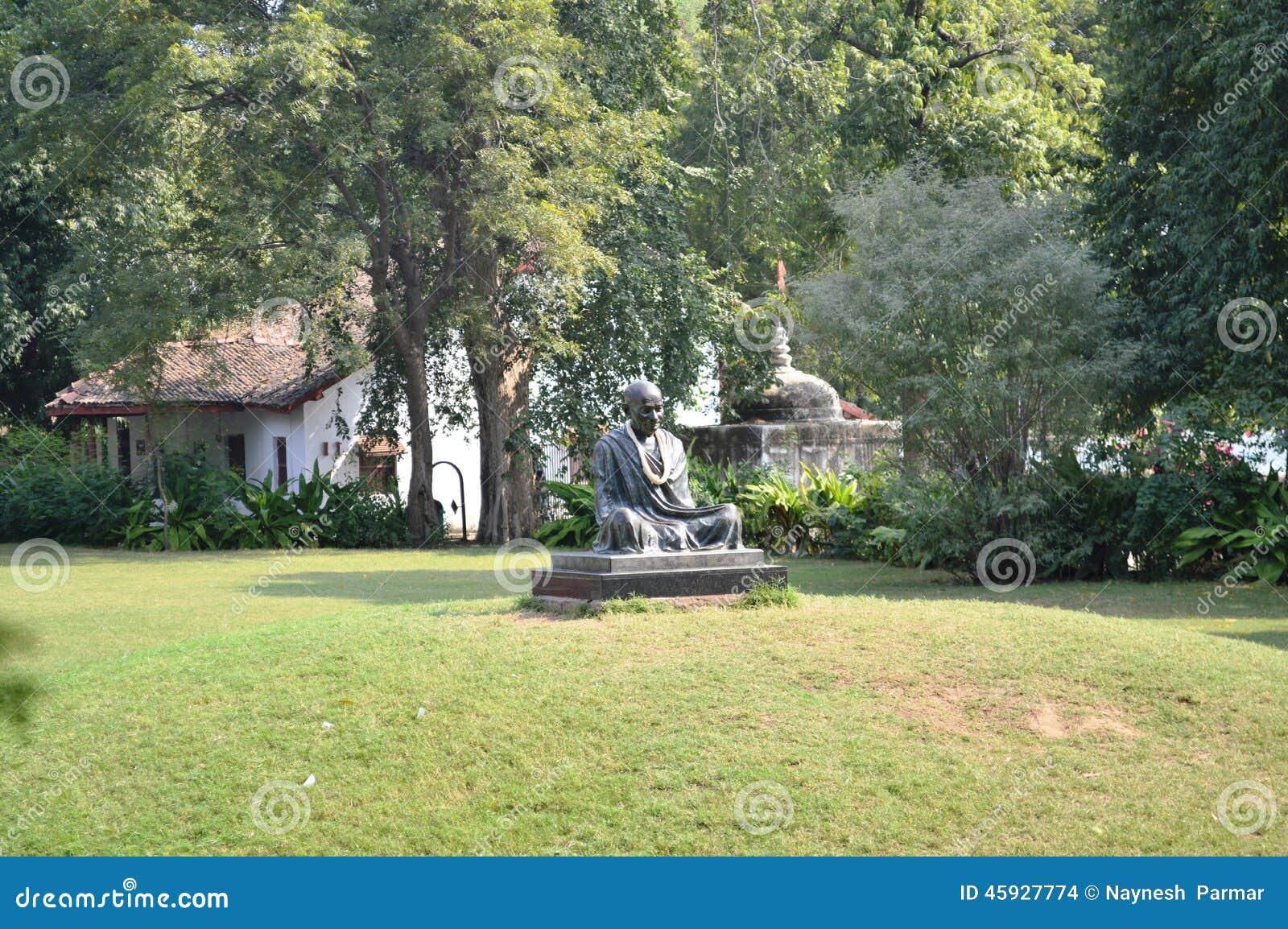 Statua di Mahatma Gandhi all ashram di Gandhi, Ahmedabad