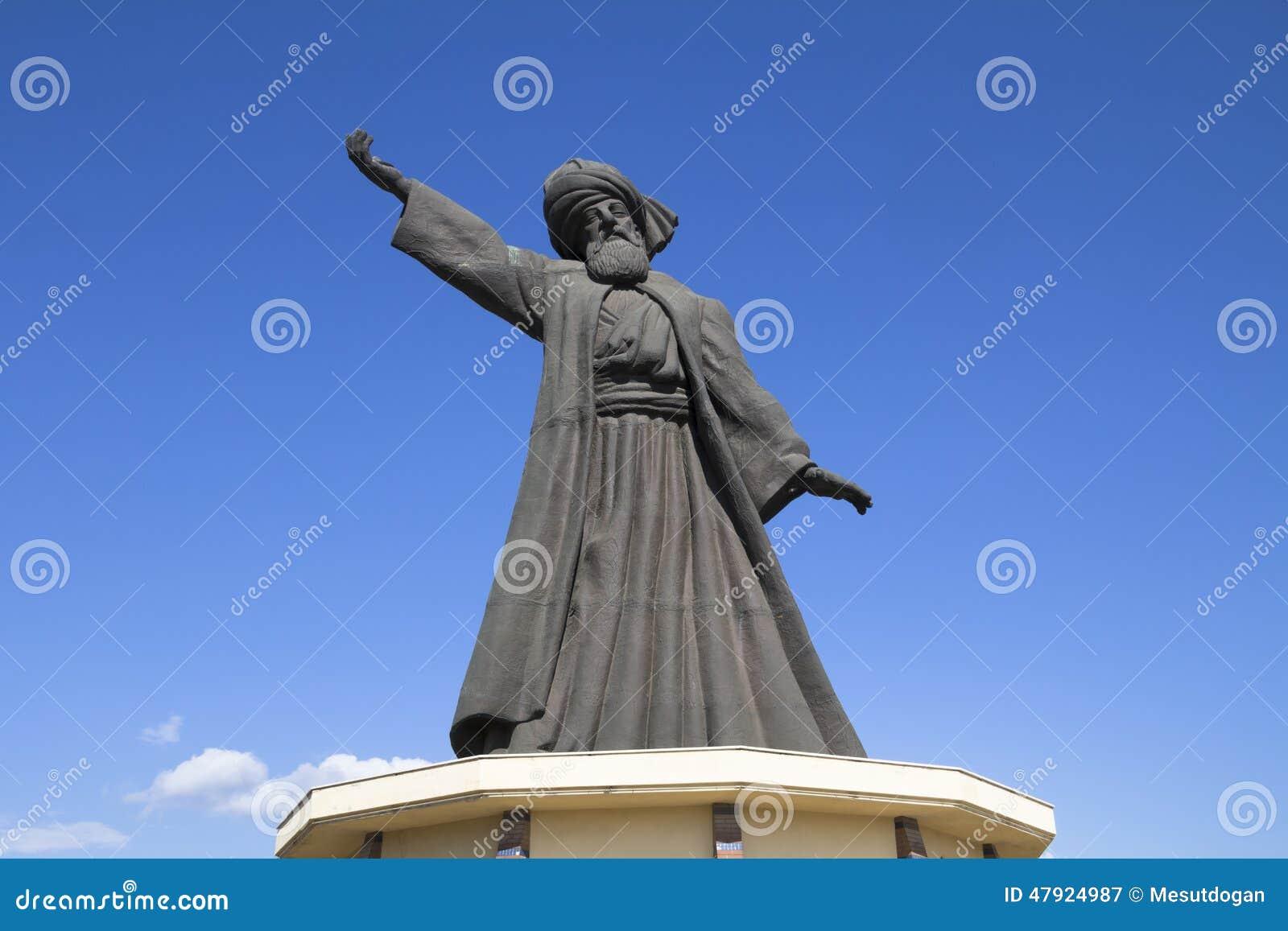 Statua di Mevlana famoso Rumi