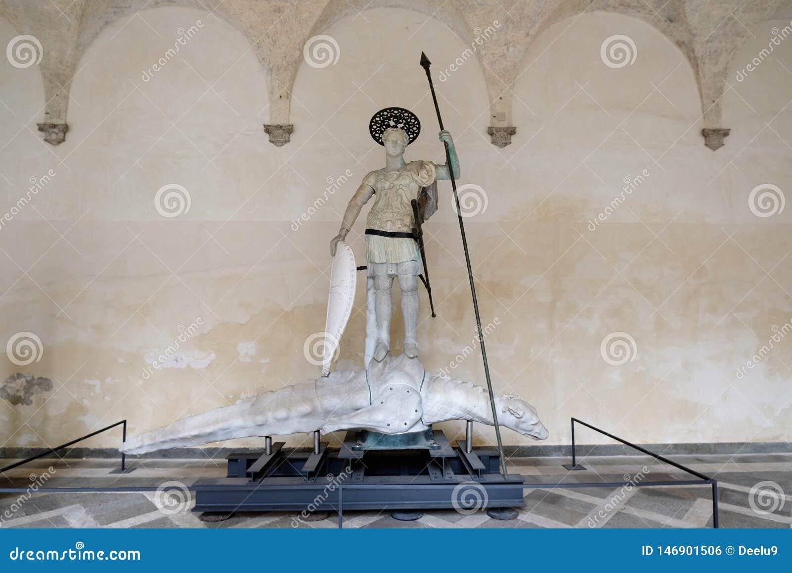 Statua di Sain Theodore nel cortile del palazzo ducale a Venezia, Italia