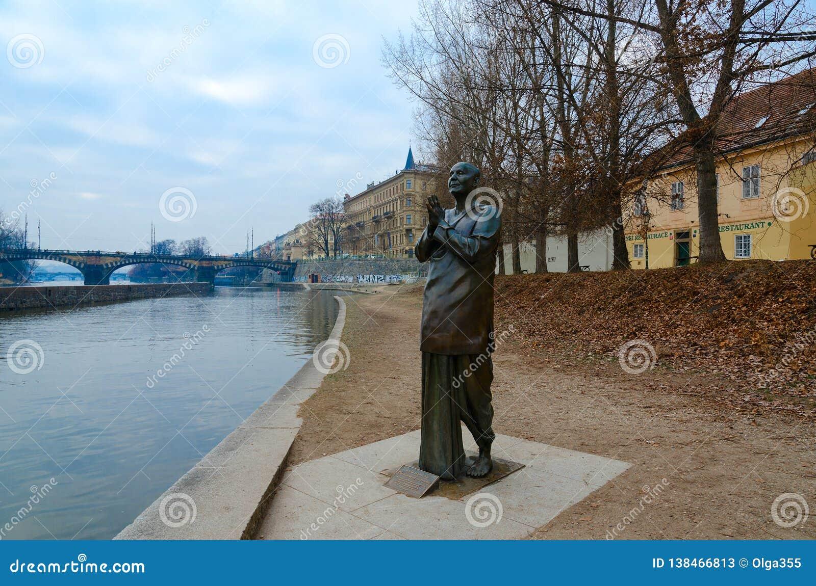 Statua harmonia lub rzeźba modlitwa na Kampa wyspie, Praga, republika czech